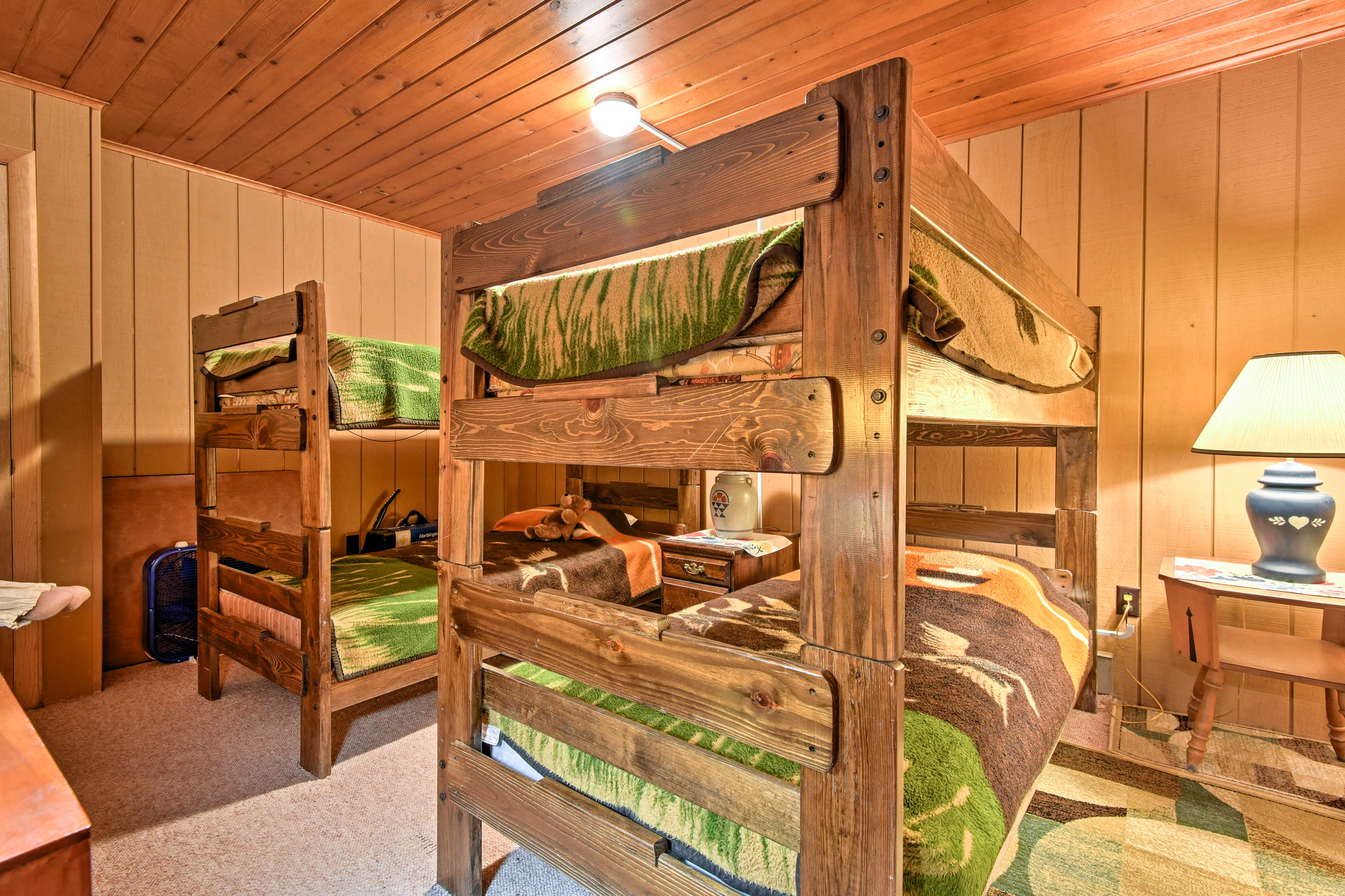 This room has 2 twin-over-twin bunk beds.