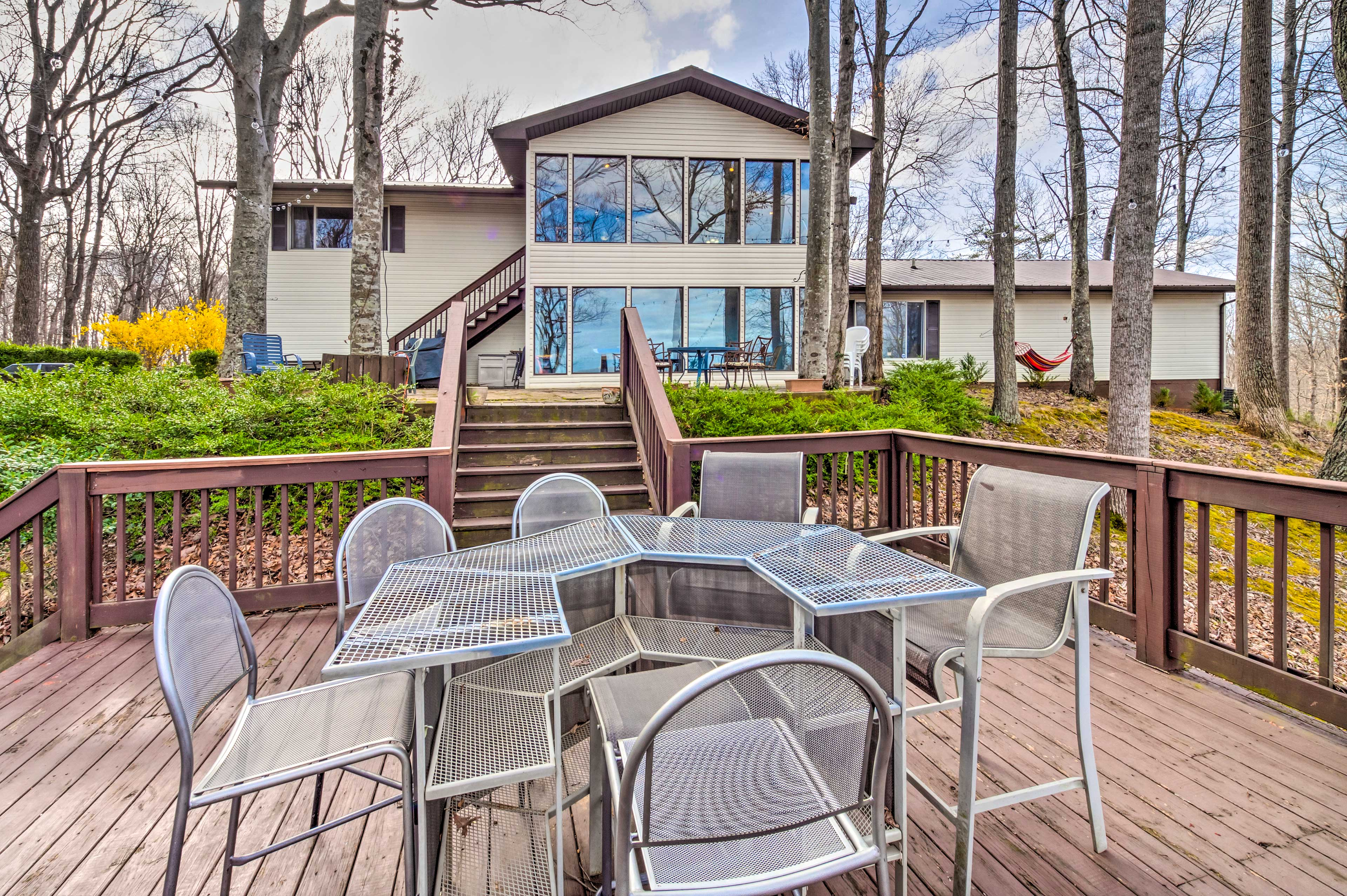 Monticello Vacation Rental Home   5BR   3.5BA   3,800 Sq Ft   Steps Required
