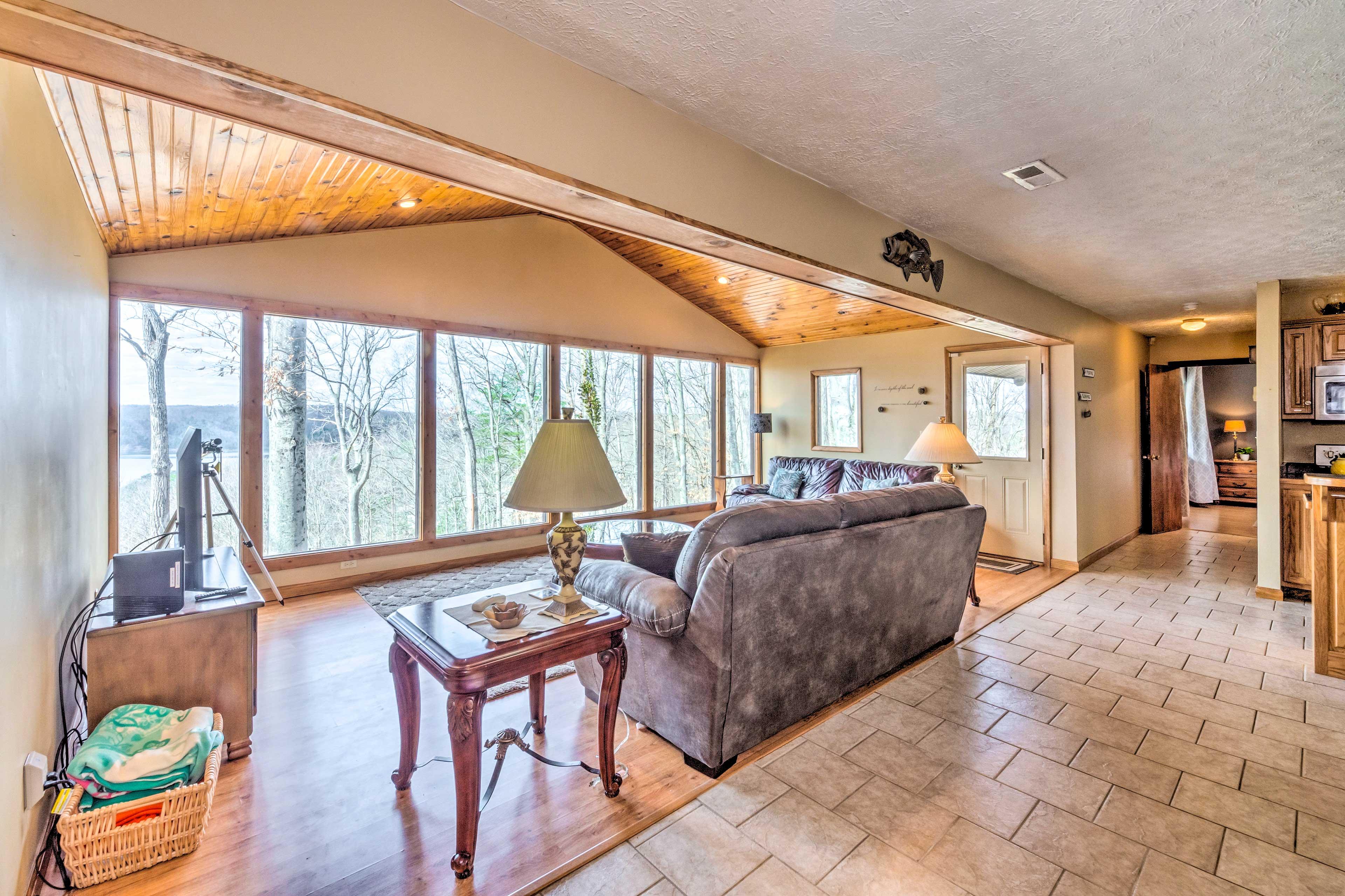 Living Room   Lake Cumberland Views