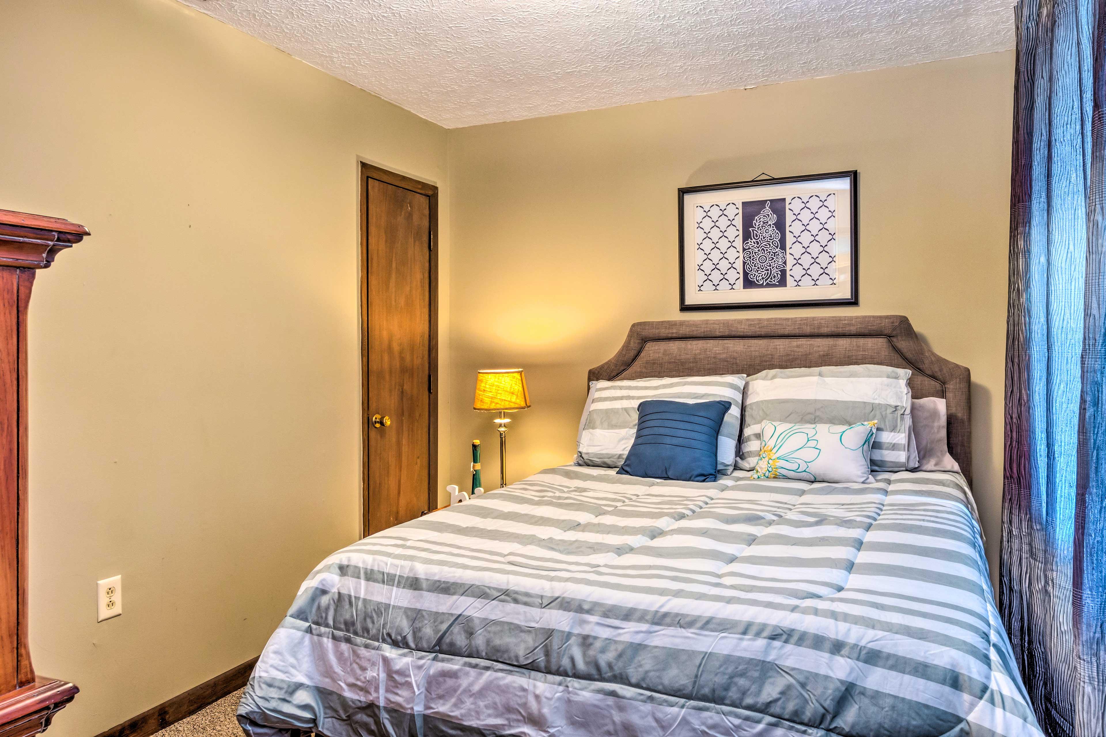 Bedroom 4   Cable TV   Queen Bed