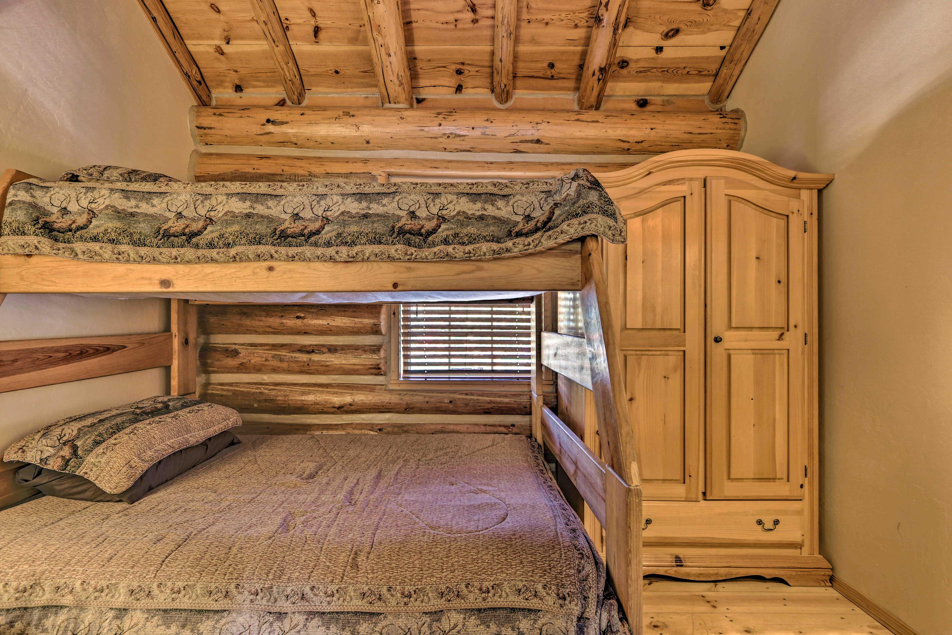 Bedroom 2   Twin/Full Bunk Bed