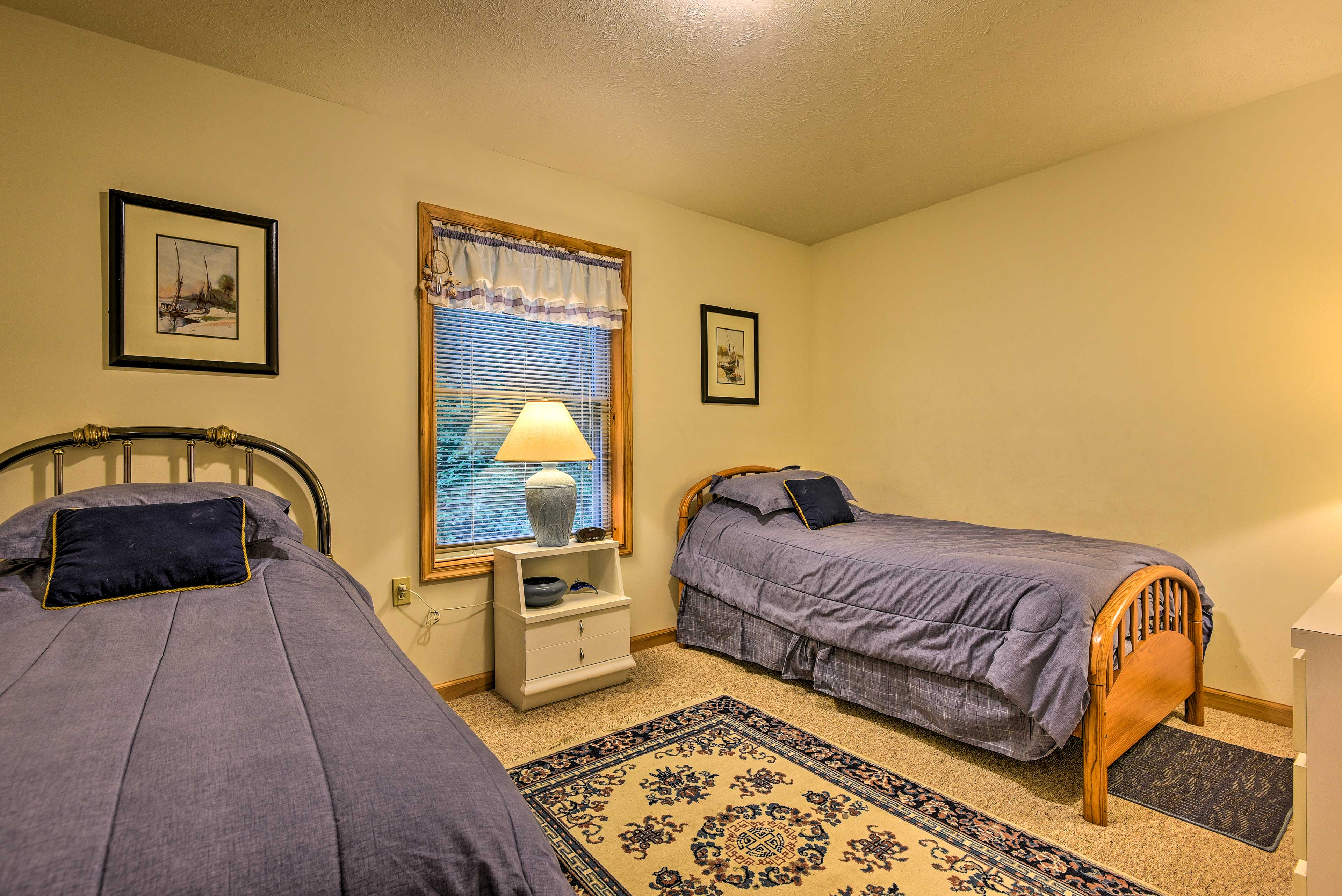 The kiddos will love this room, complete with 2 twin beds.
