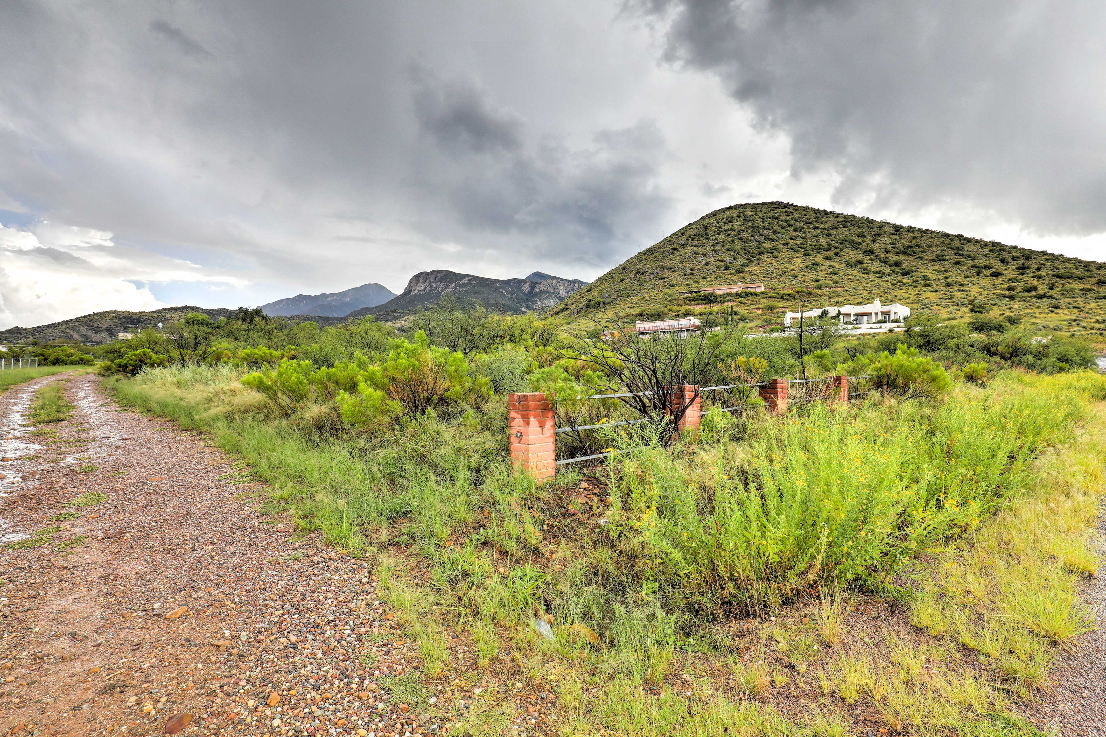 This rental home is located 7 miles from Fort Huachuca Army Base.