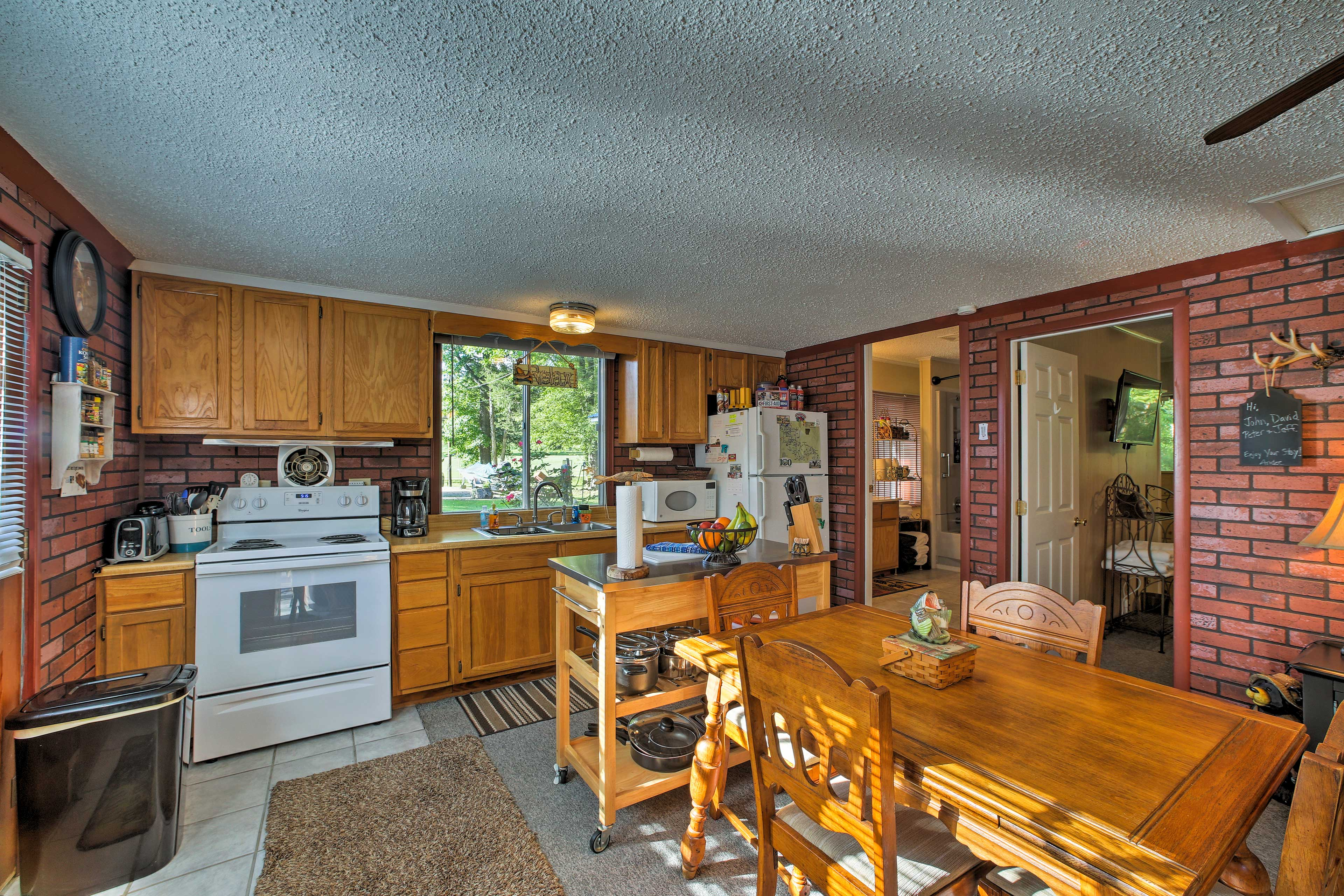 Whip up tasty homemade meals in the well-equipped kitchen.