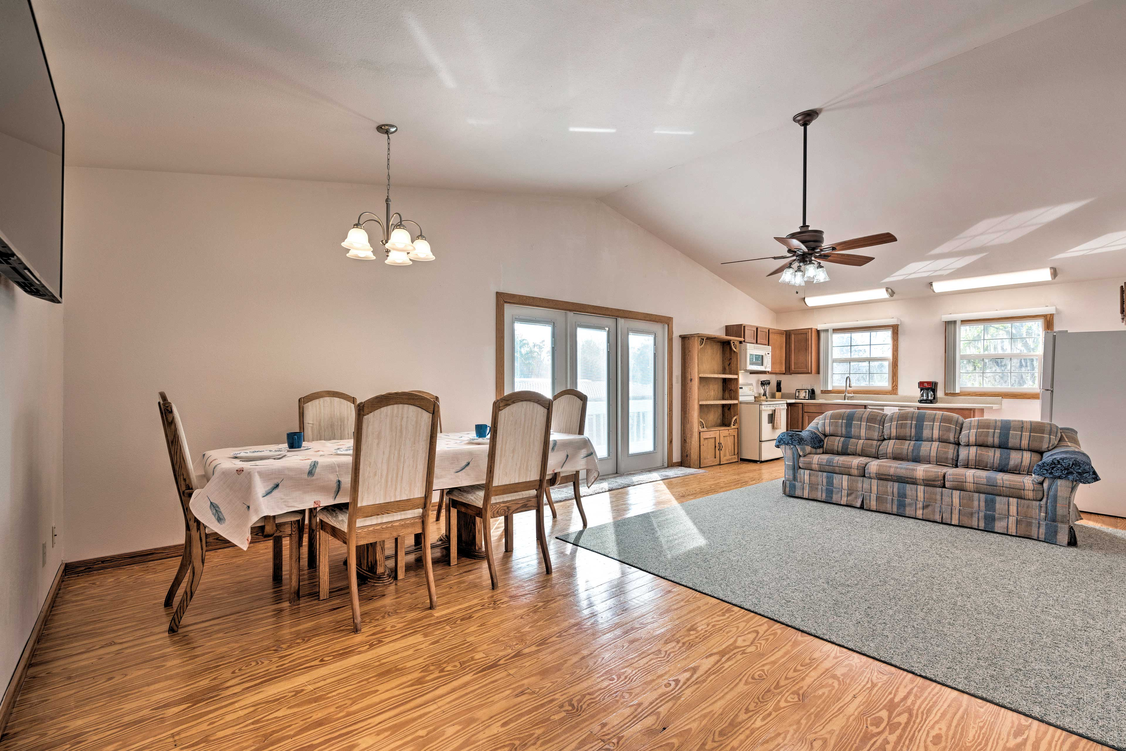 The apartment can accommodate your group of 5.