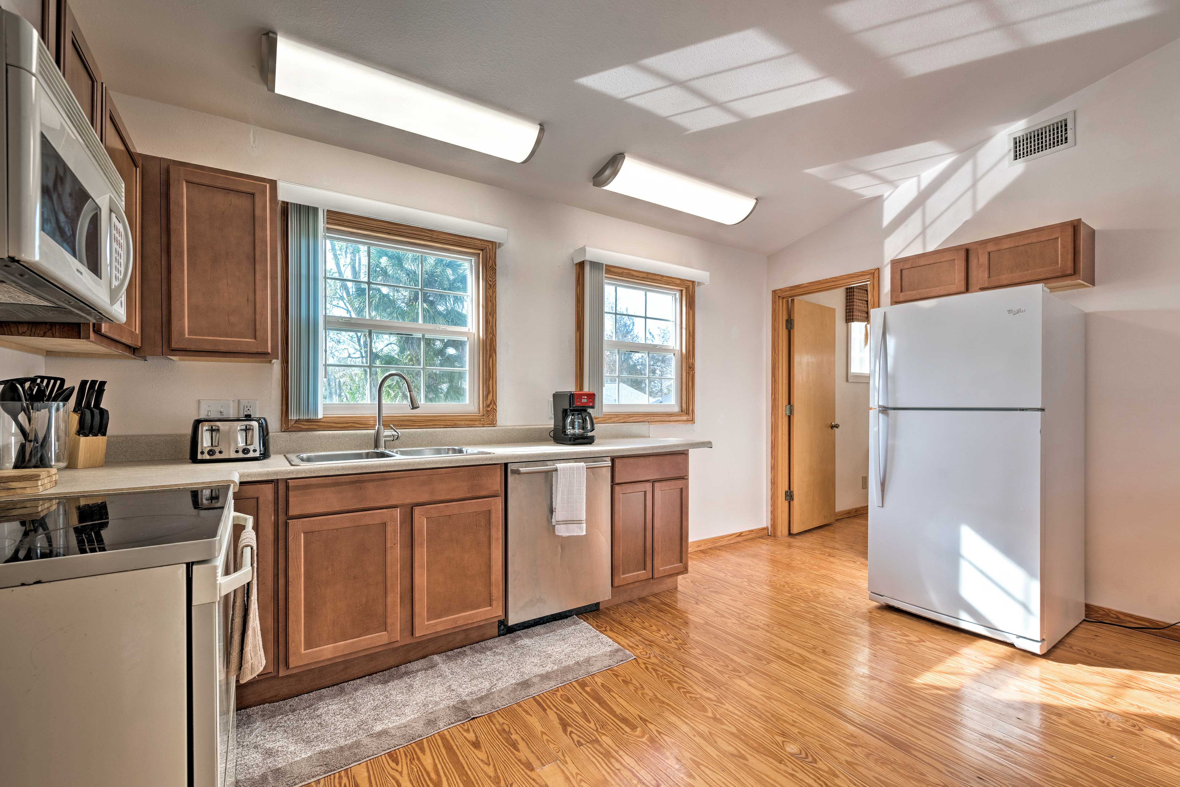 Make coffee or snacks in the fully equipped kitchen.