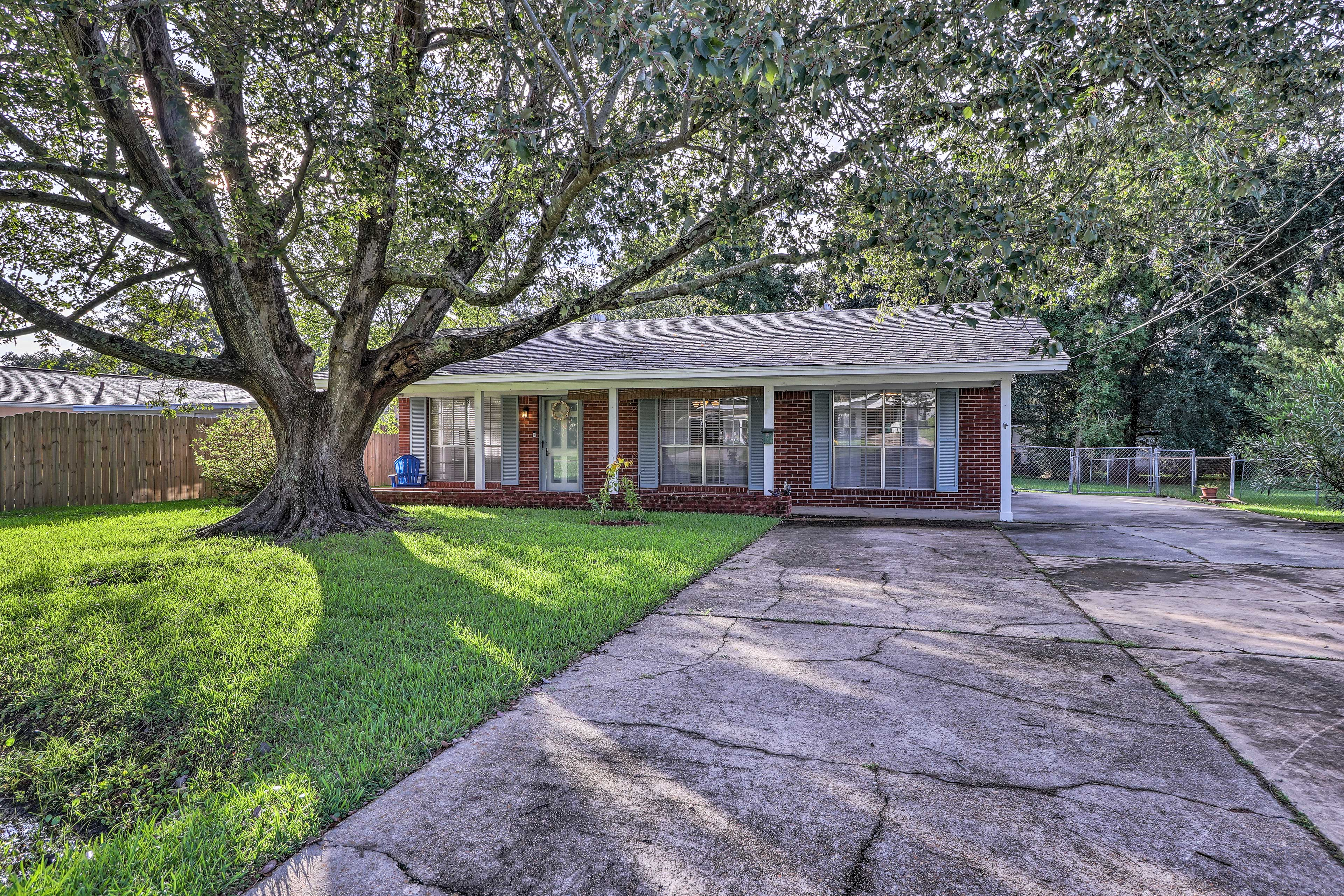 This vacation rental unit is located 2 blocks from downtown Long Beach, MS.