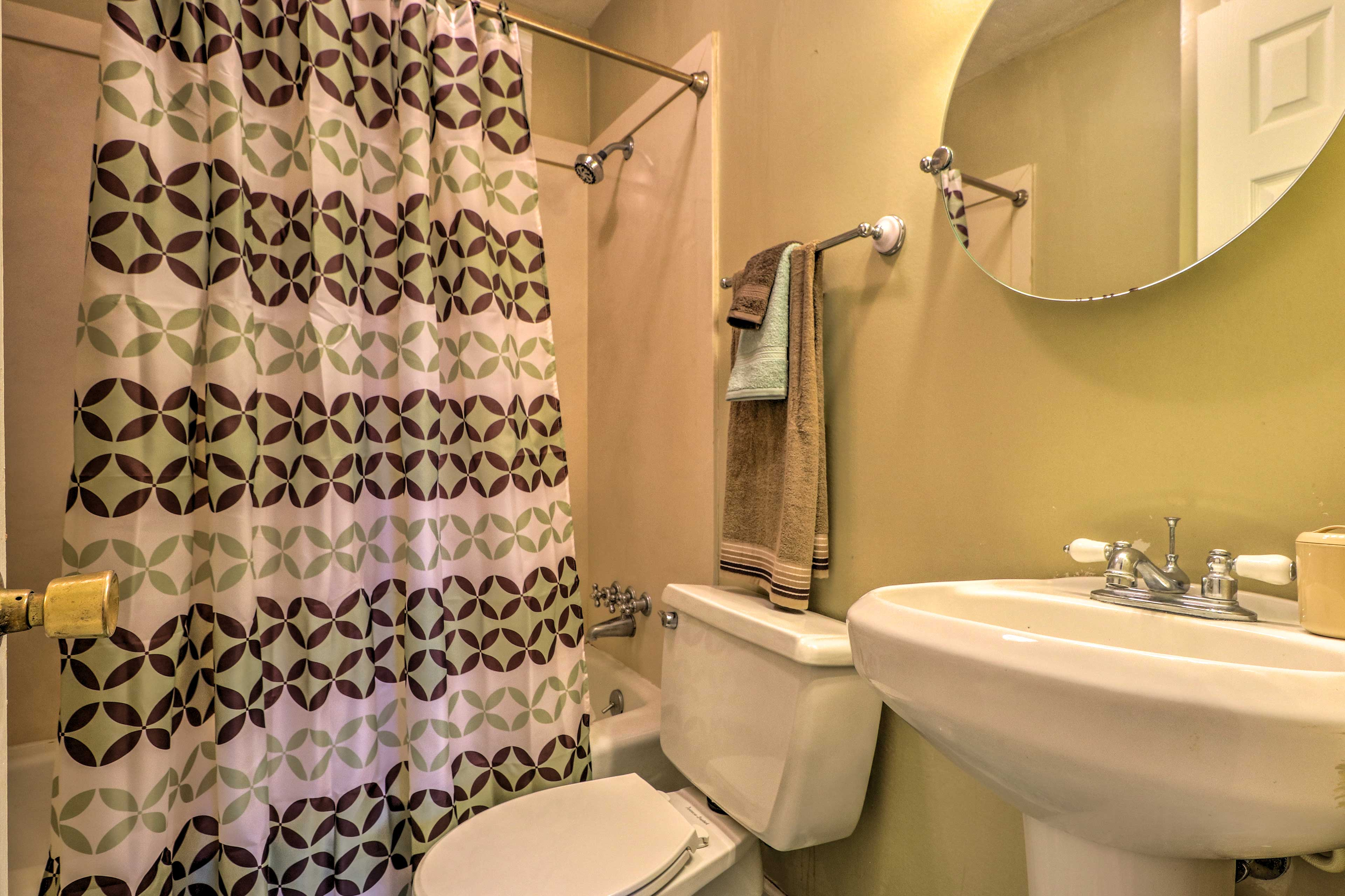 The home's full bathroom include a shower/tub combo.