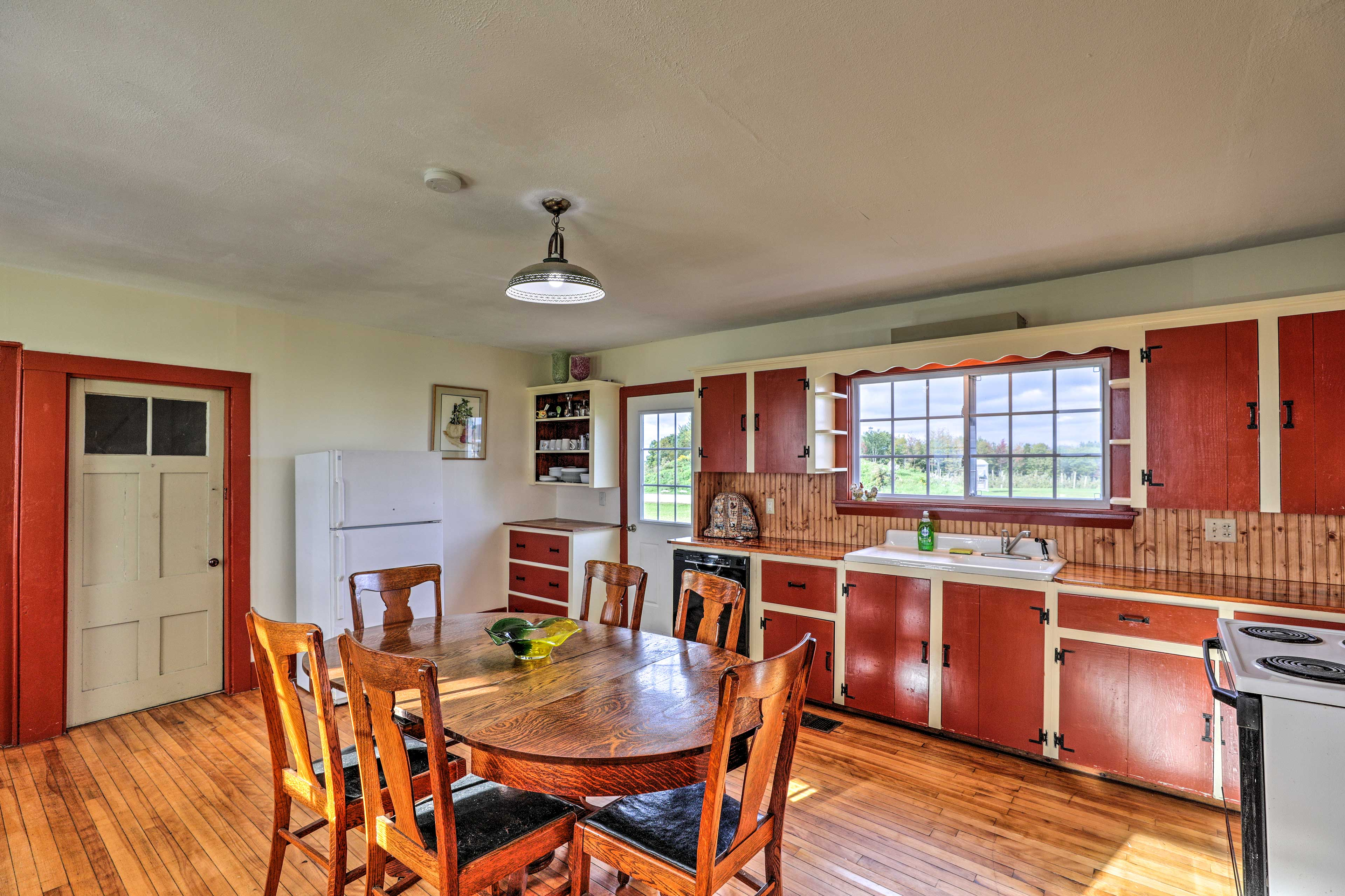 The fully equipped kitchen has everything you need for your favorites.
