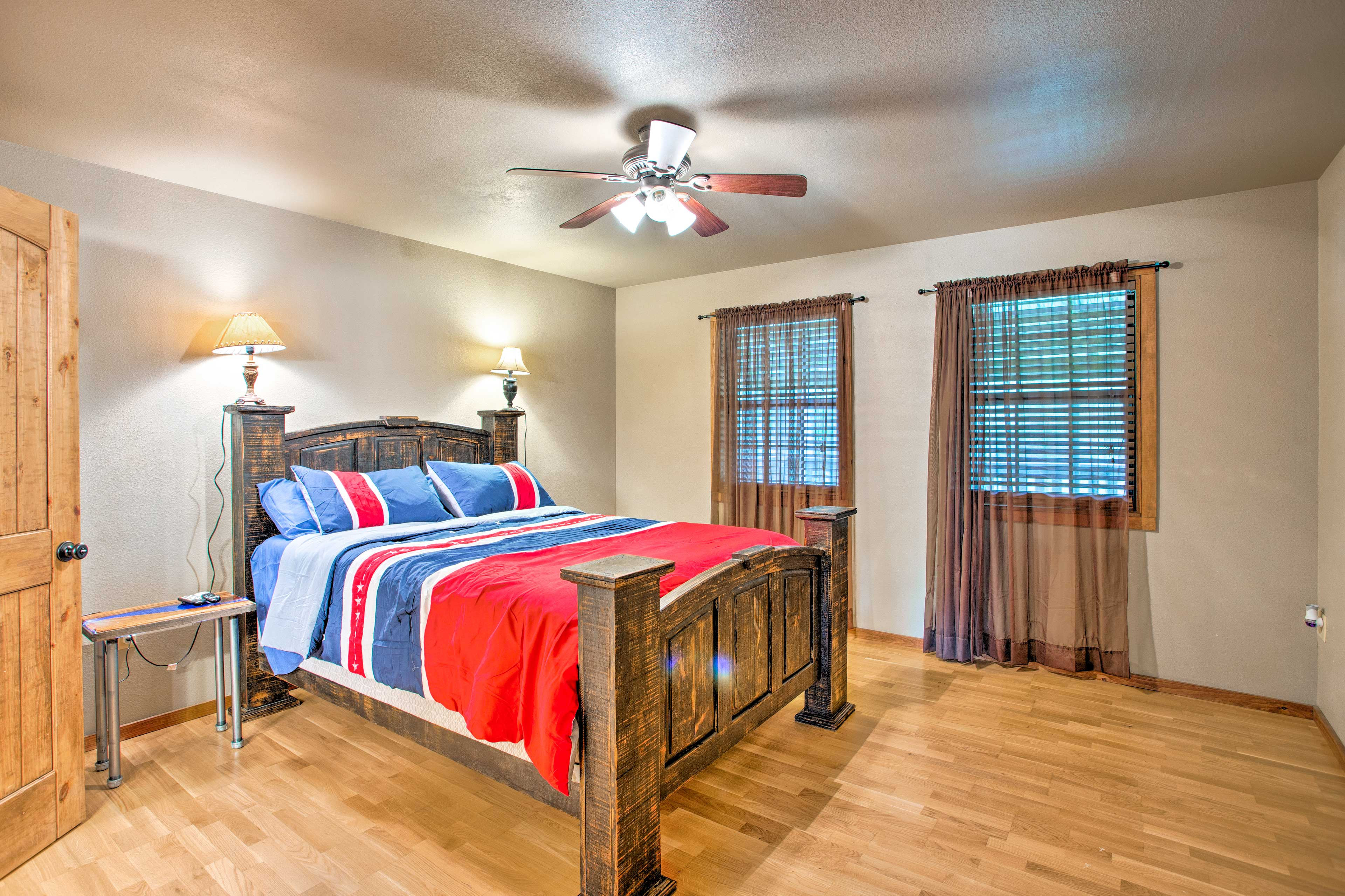 Sleep up to 2 guests in this spacious master bedroom with a queen bed.