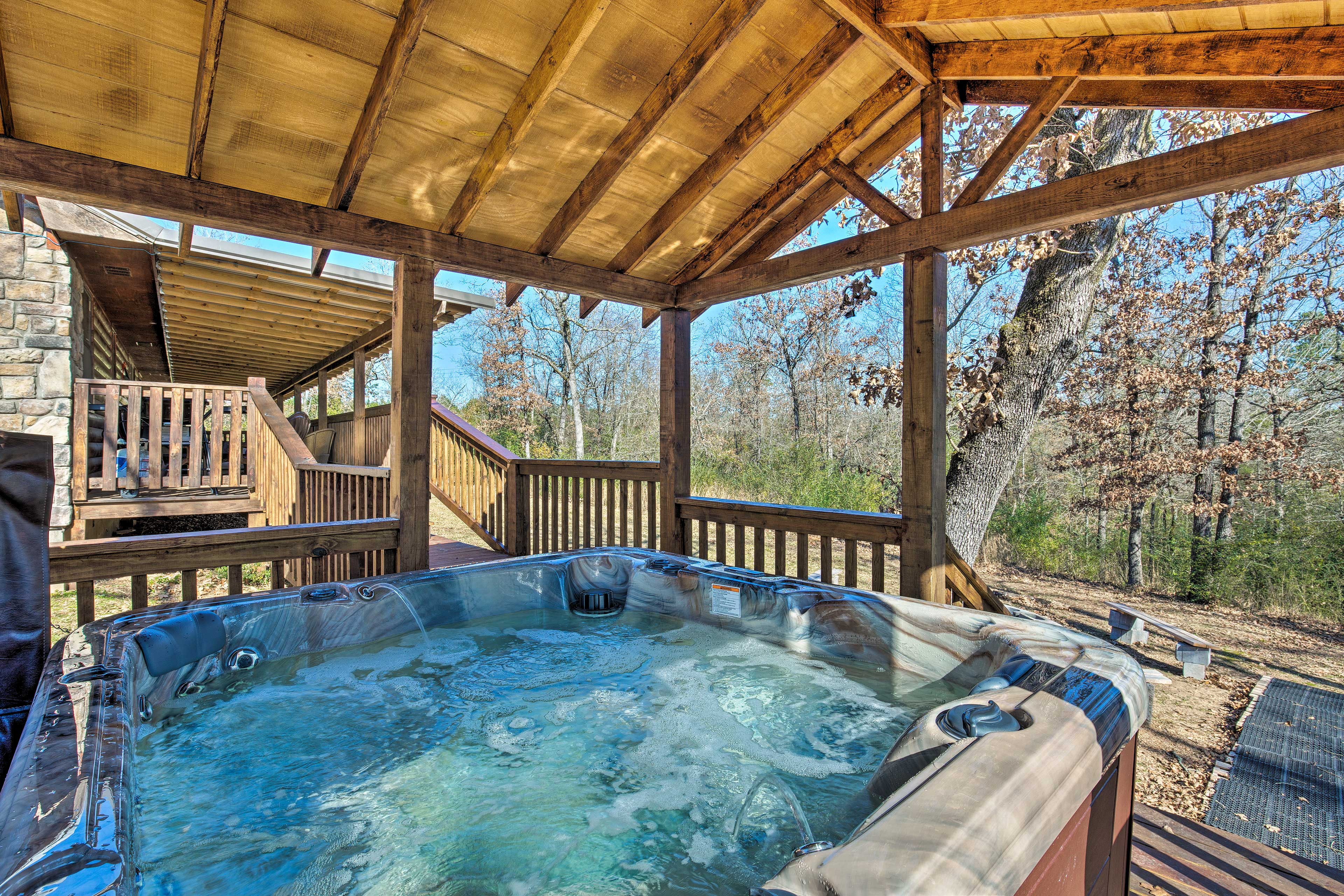 The hot tub has a jet system and plenty of fun features.