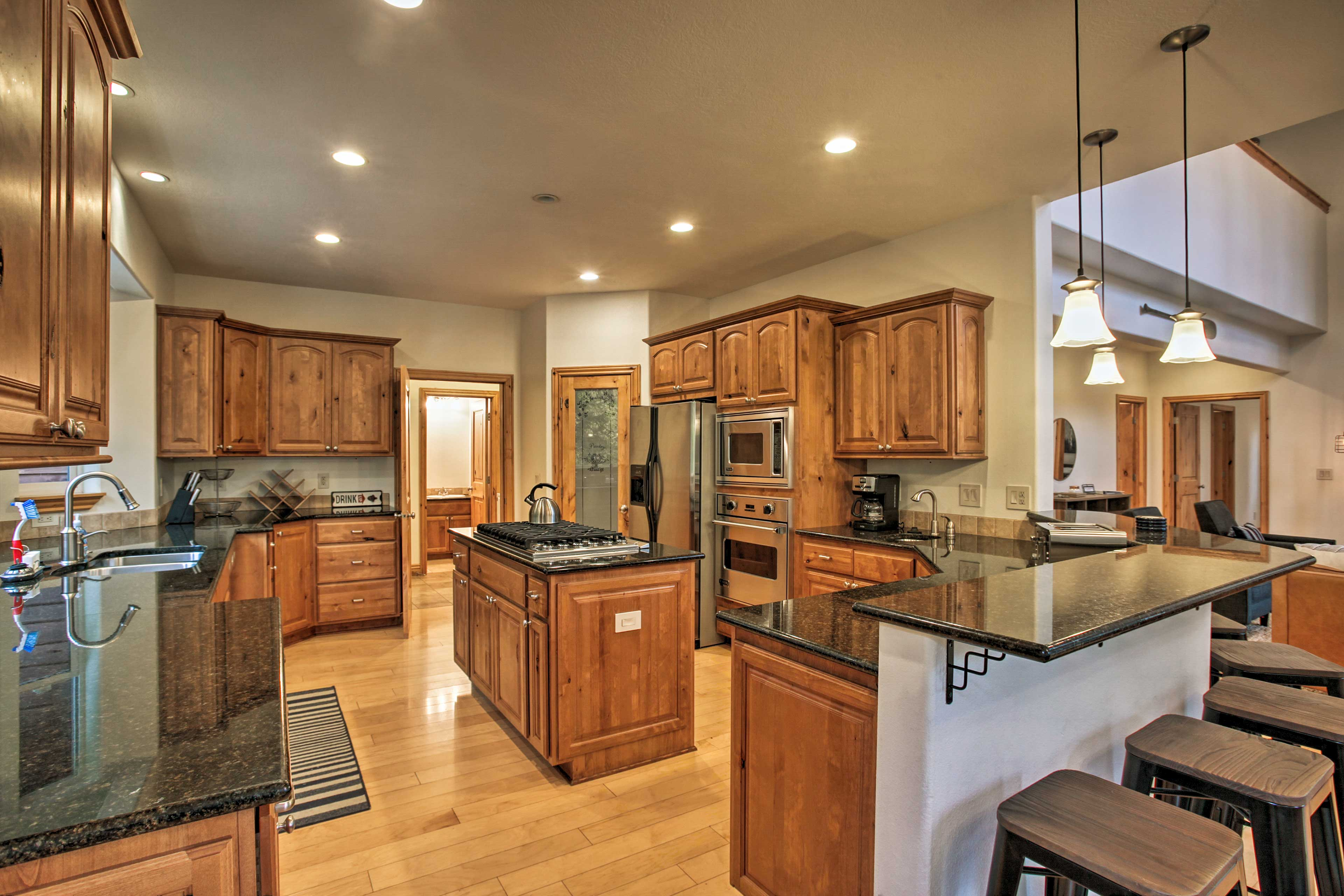 You'll love cooking in this state-of-the-art & fully equipped kitchen.