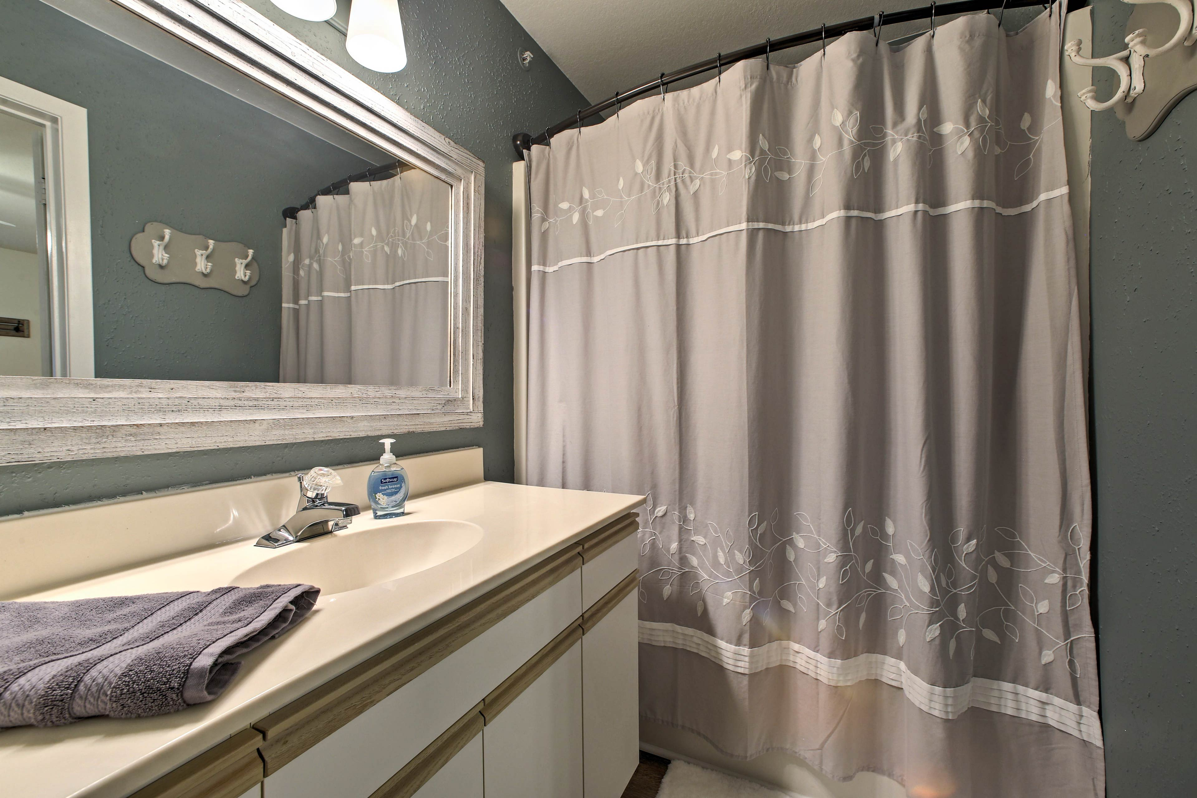 Start the morning with a refreshing rinse in this full en-suite bathroom.