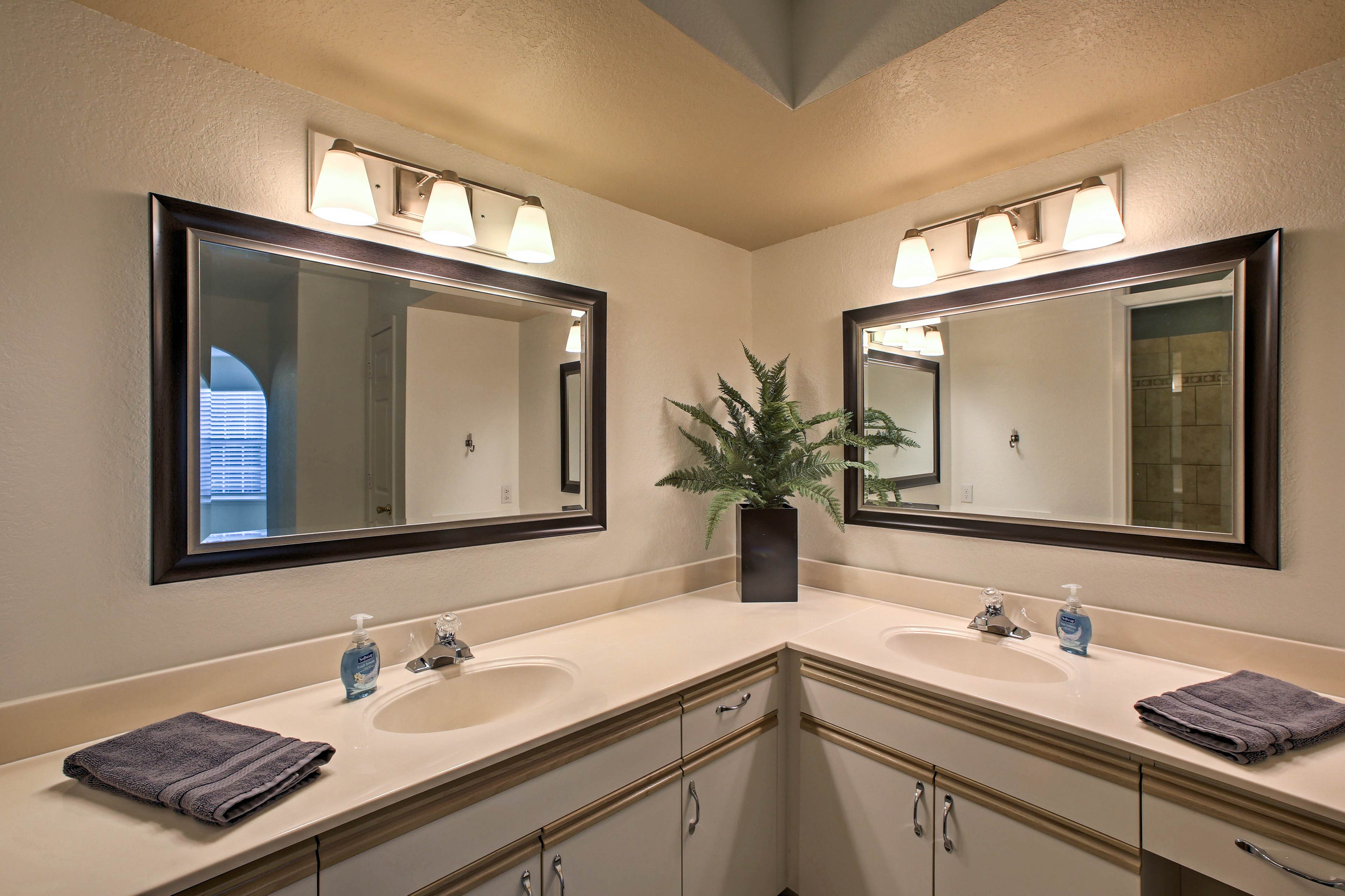 There's plenty of room for 2 at these double sinks in the master en-suite bath.