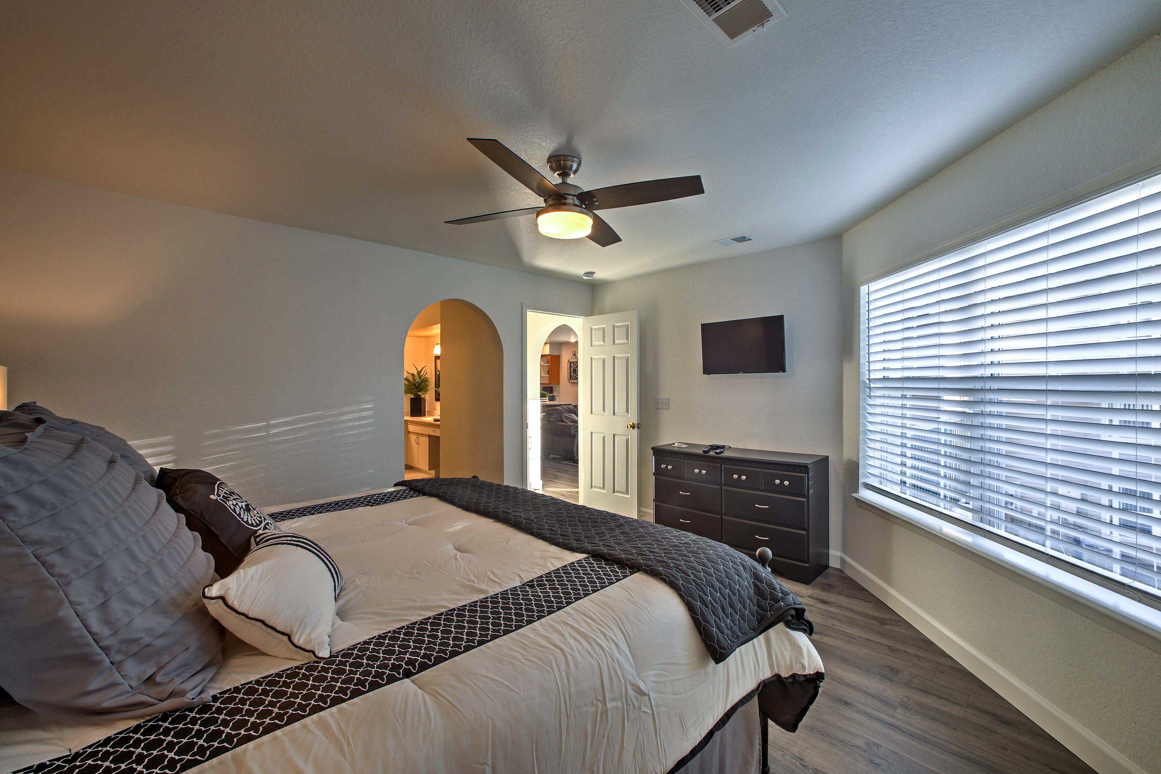 Two additional guests can sleep on the queen hideaway bed.