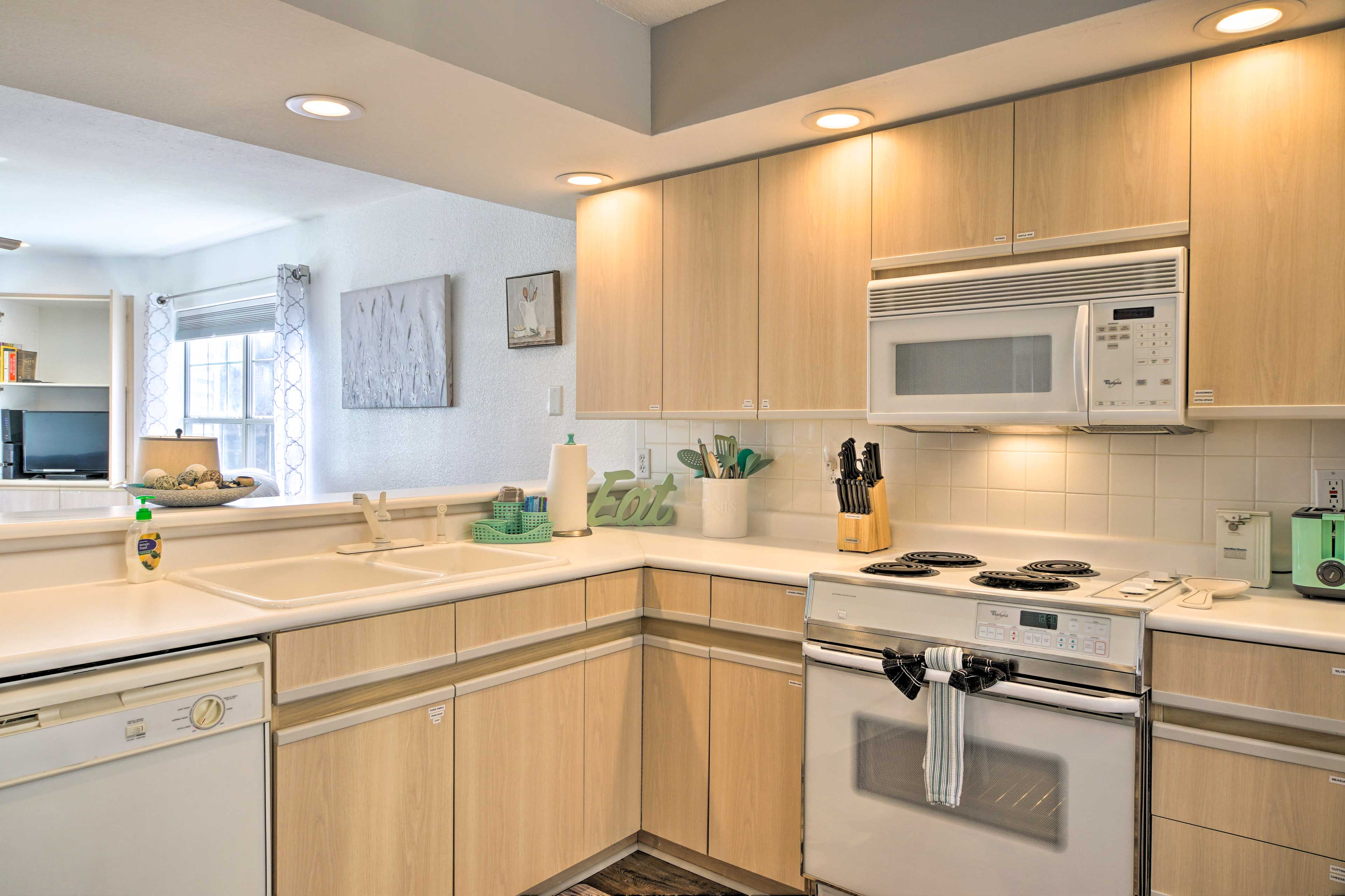 Kitchen | Fully Equipped | Cooking Basics | Toaster