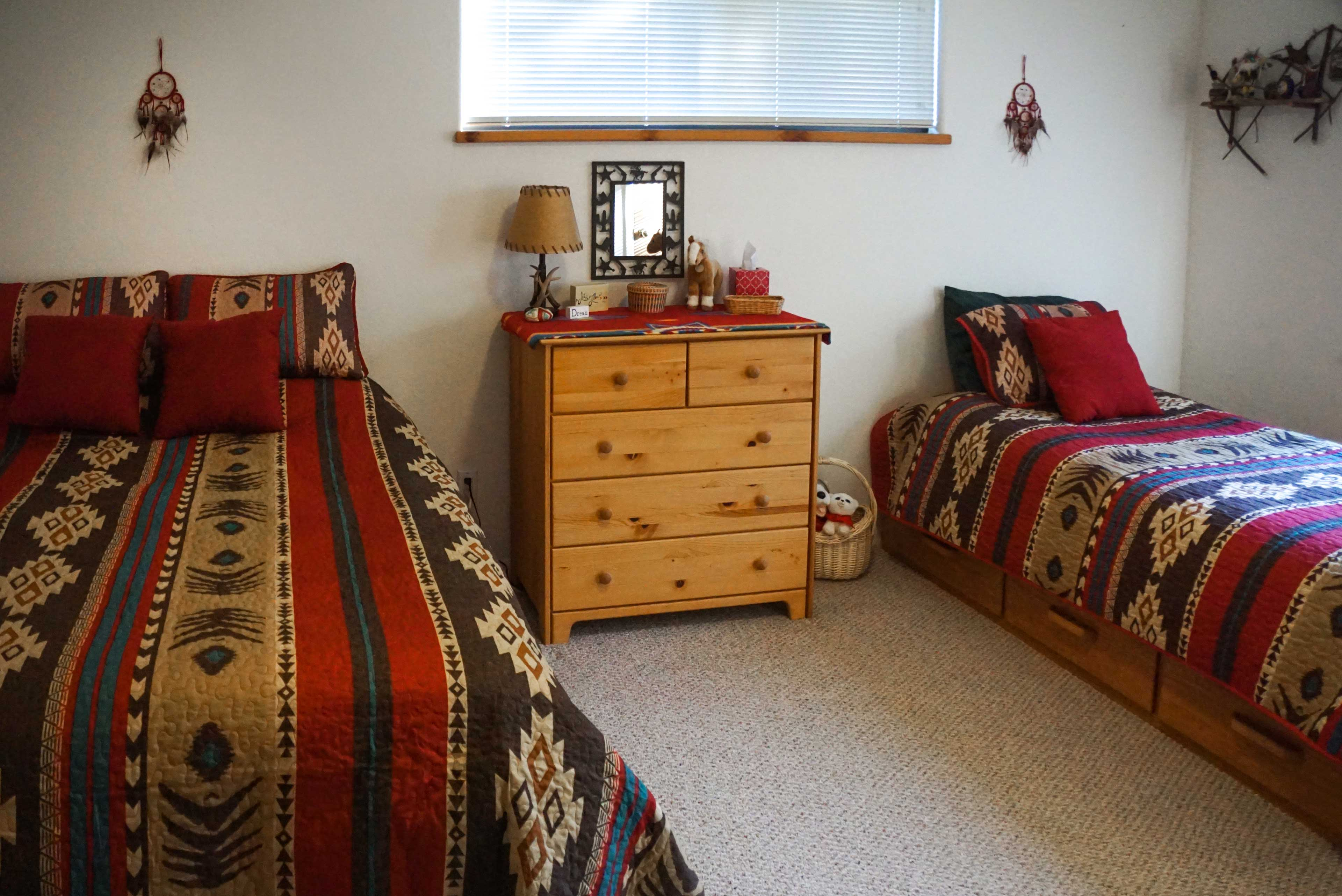 This room features a queen bed and twin bed.