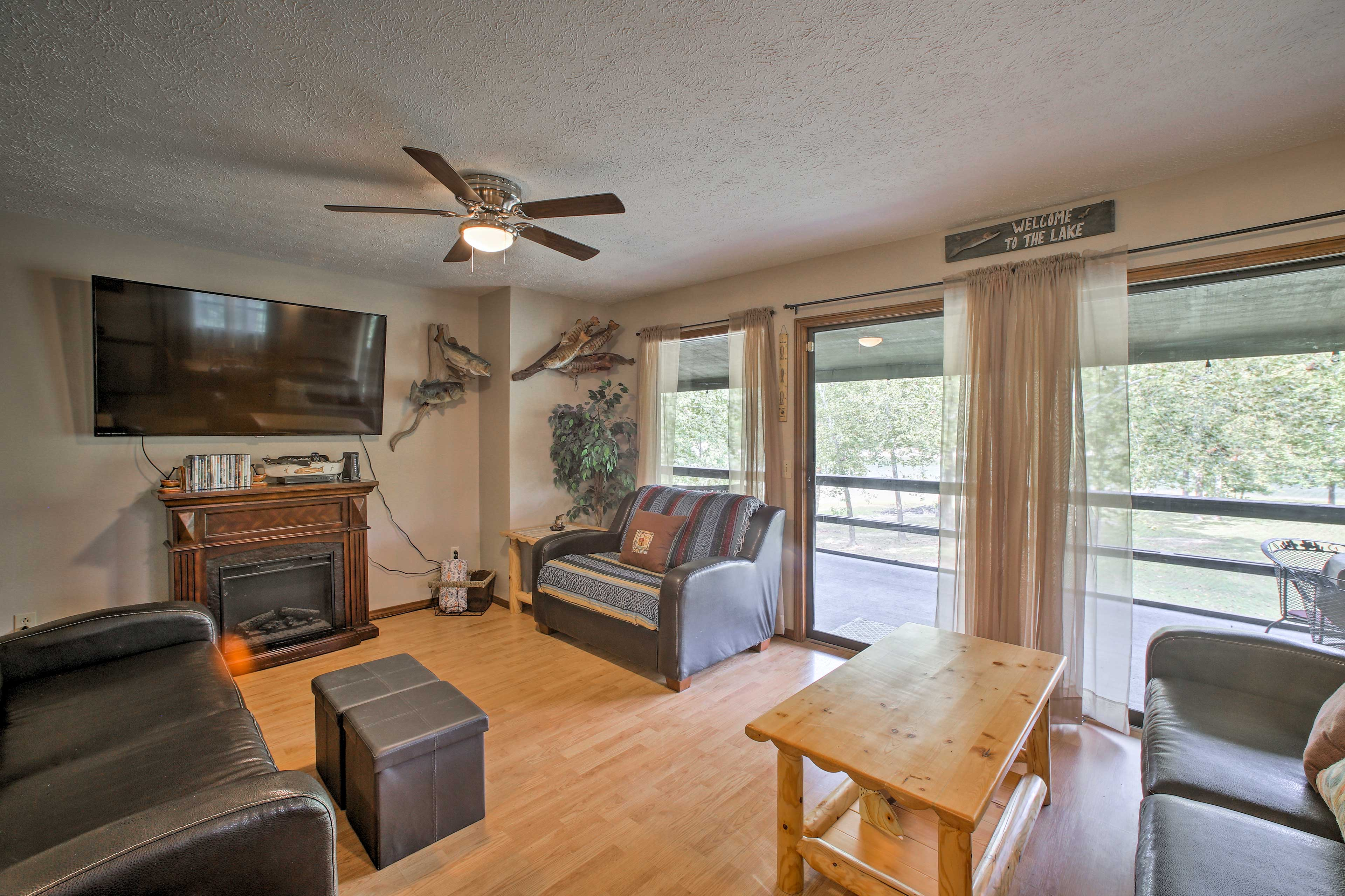 Relax with your loved ones with views of Table Rock Lake.