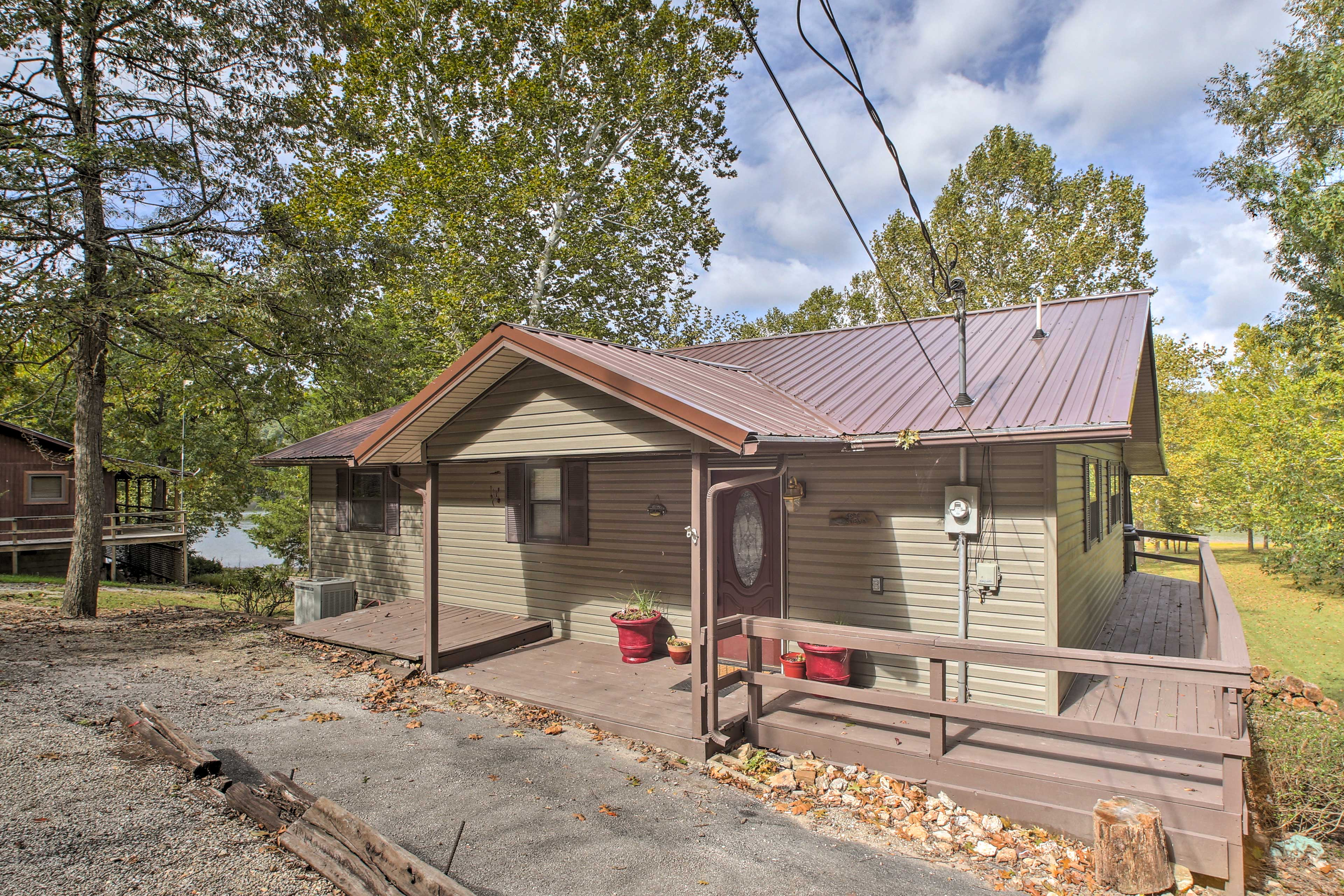 Your peaceful Table Rock retreat awaits in Golden, MO.