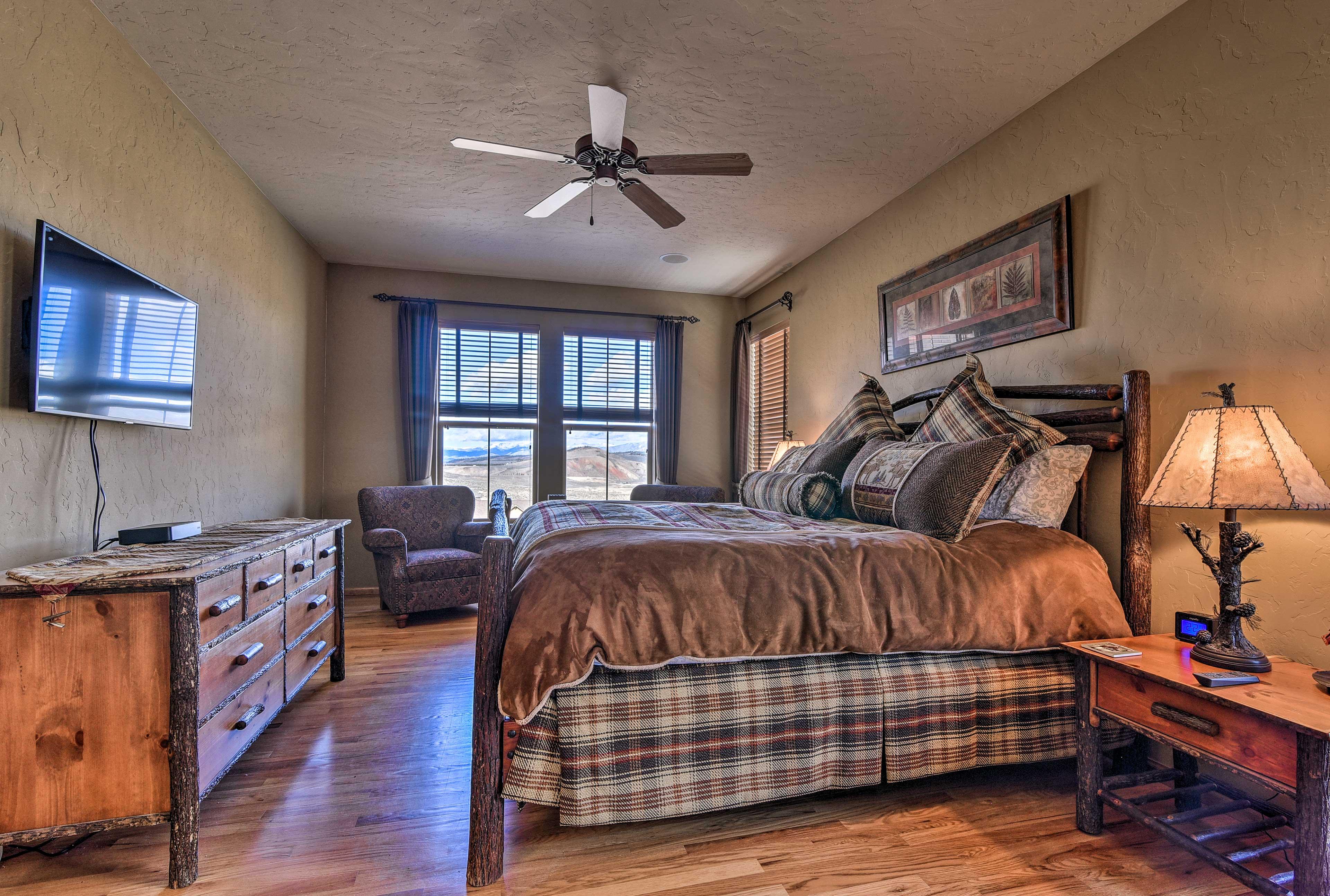 Bedroom 2   King Bed   1st Floor