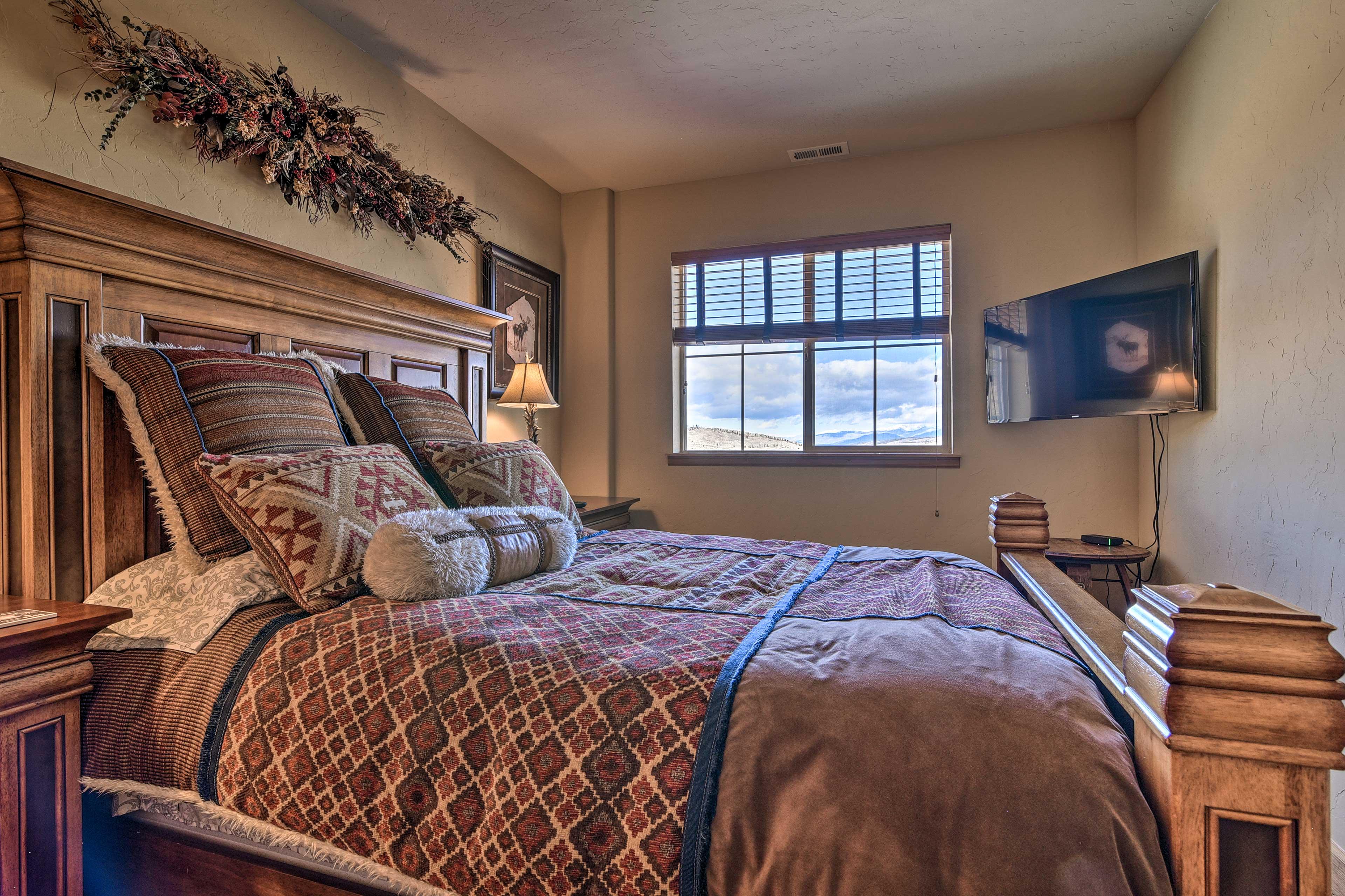 Bedroom 3   King Bed   1st Floor