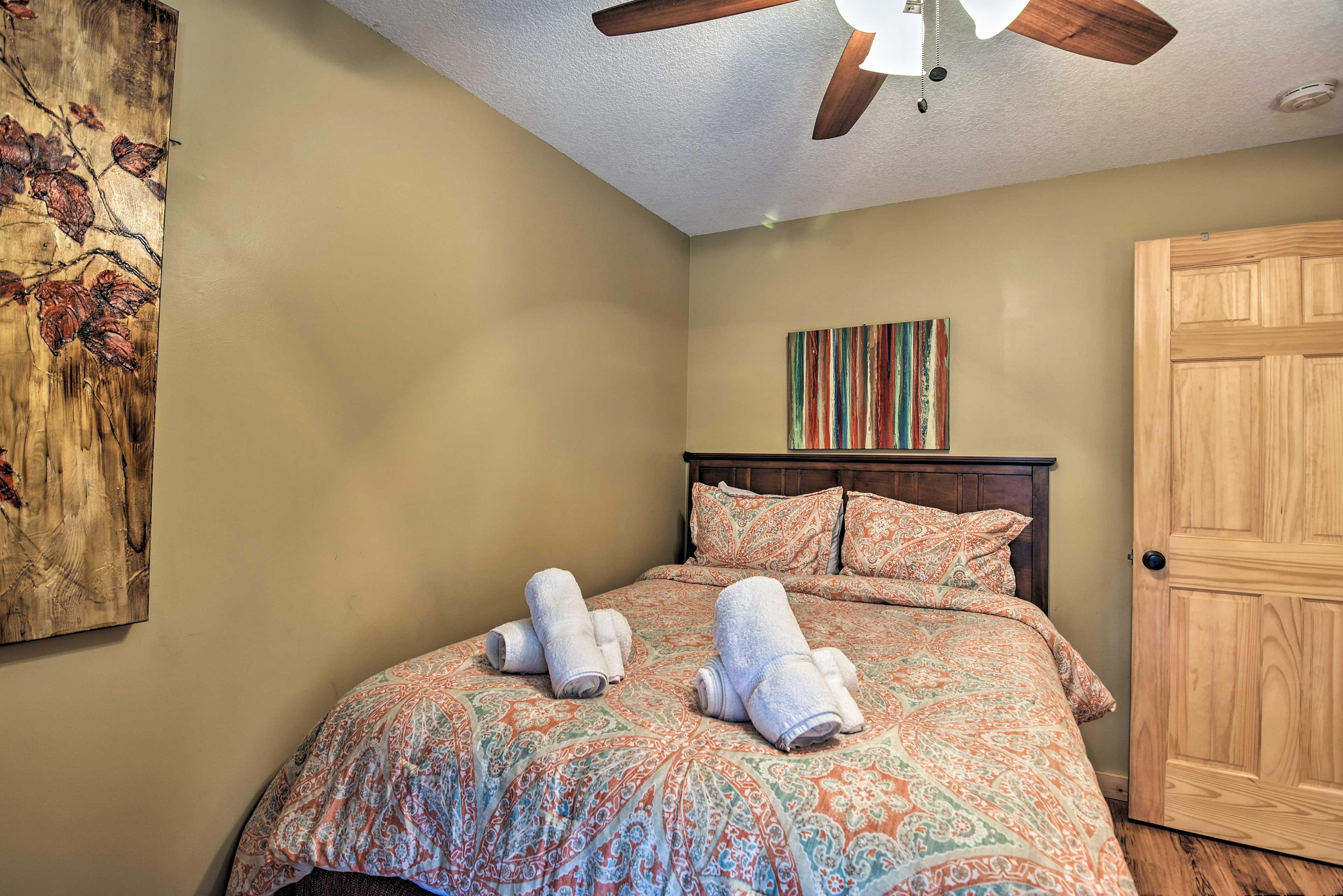 Bedroom 1   Queen Bed