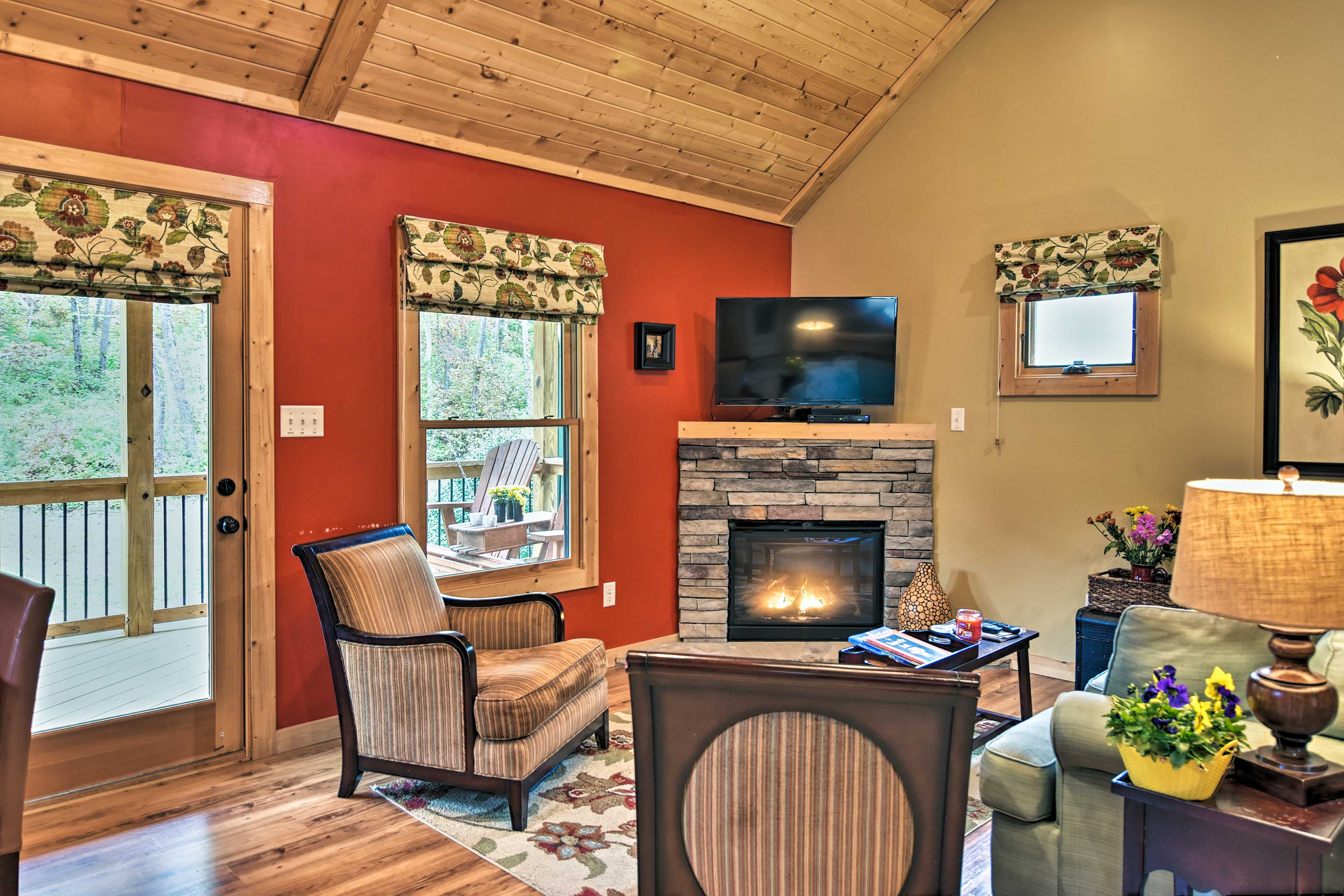 Living Room   Gas Fireplace   Cable TV