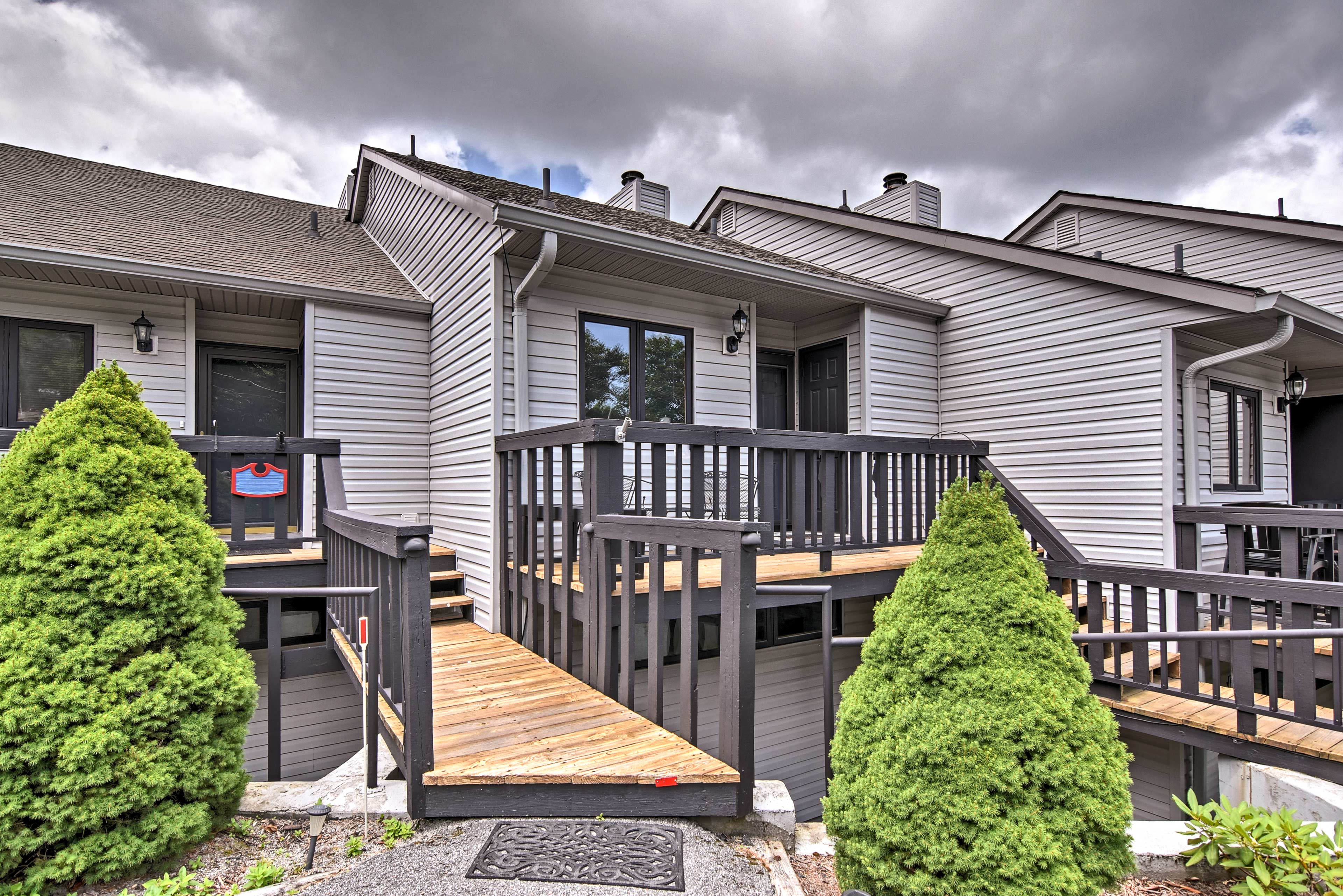 This 2-bedroom, 2.5-bathroom unit boasts 1,200 square feet and room for 7.