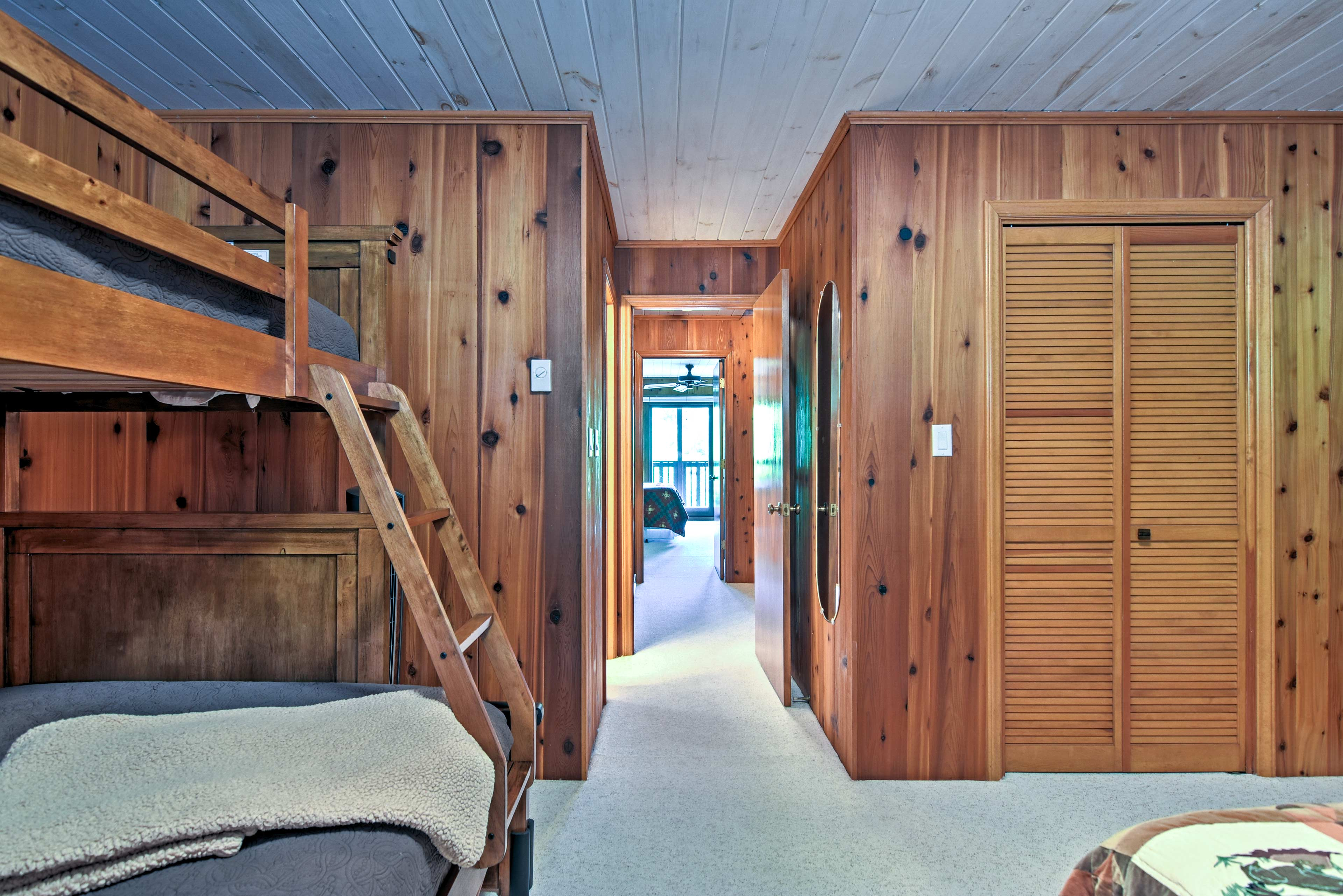 Choose between the twin-over-full bunk bed or queen bed.