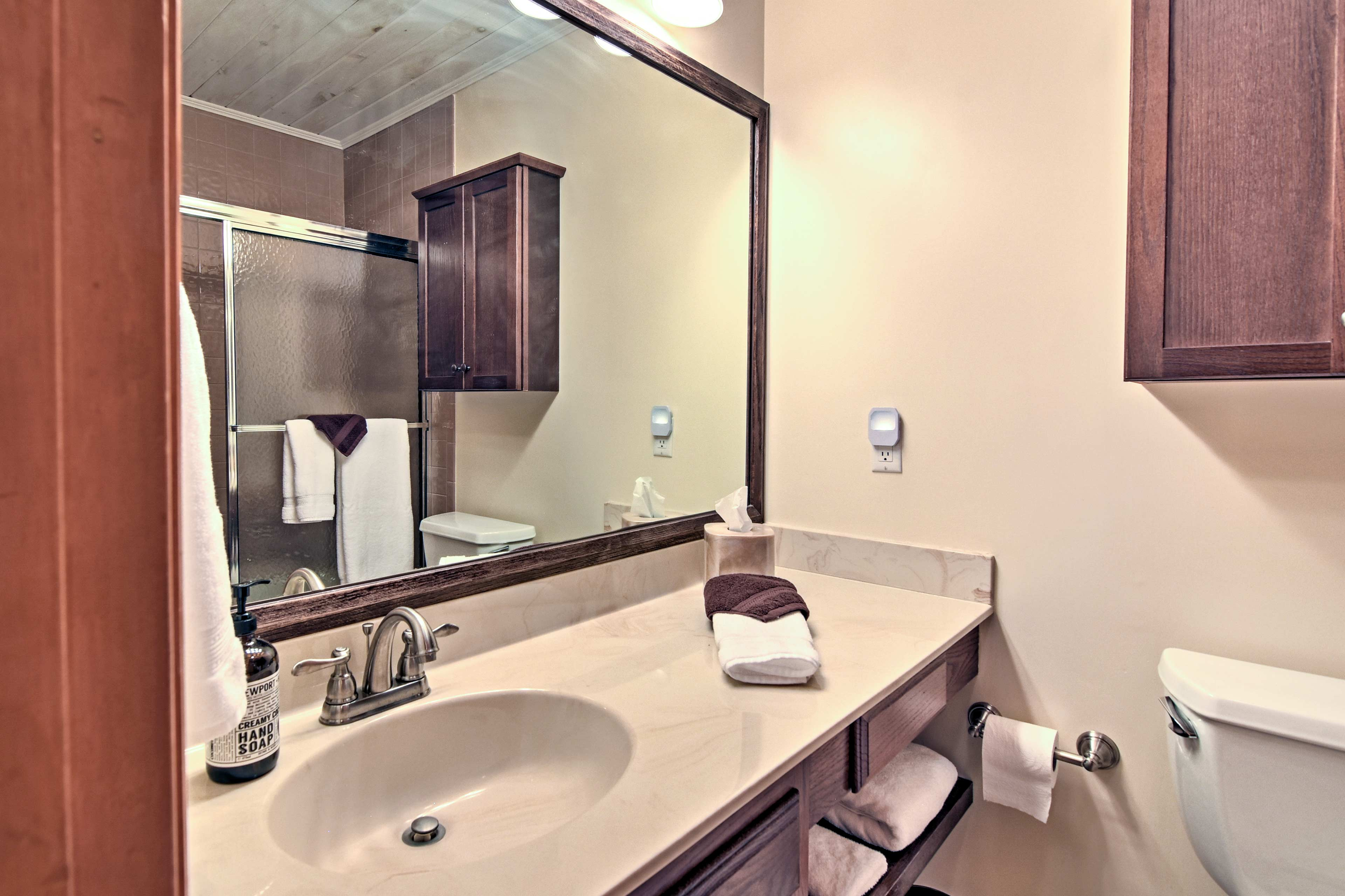 The second full bathroom offers a shower/tub combo as well.