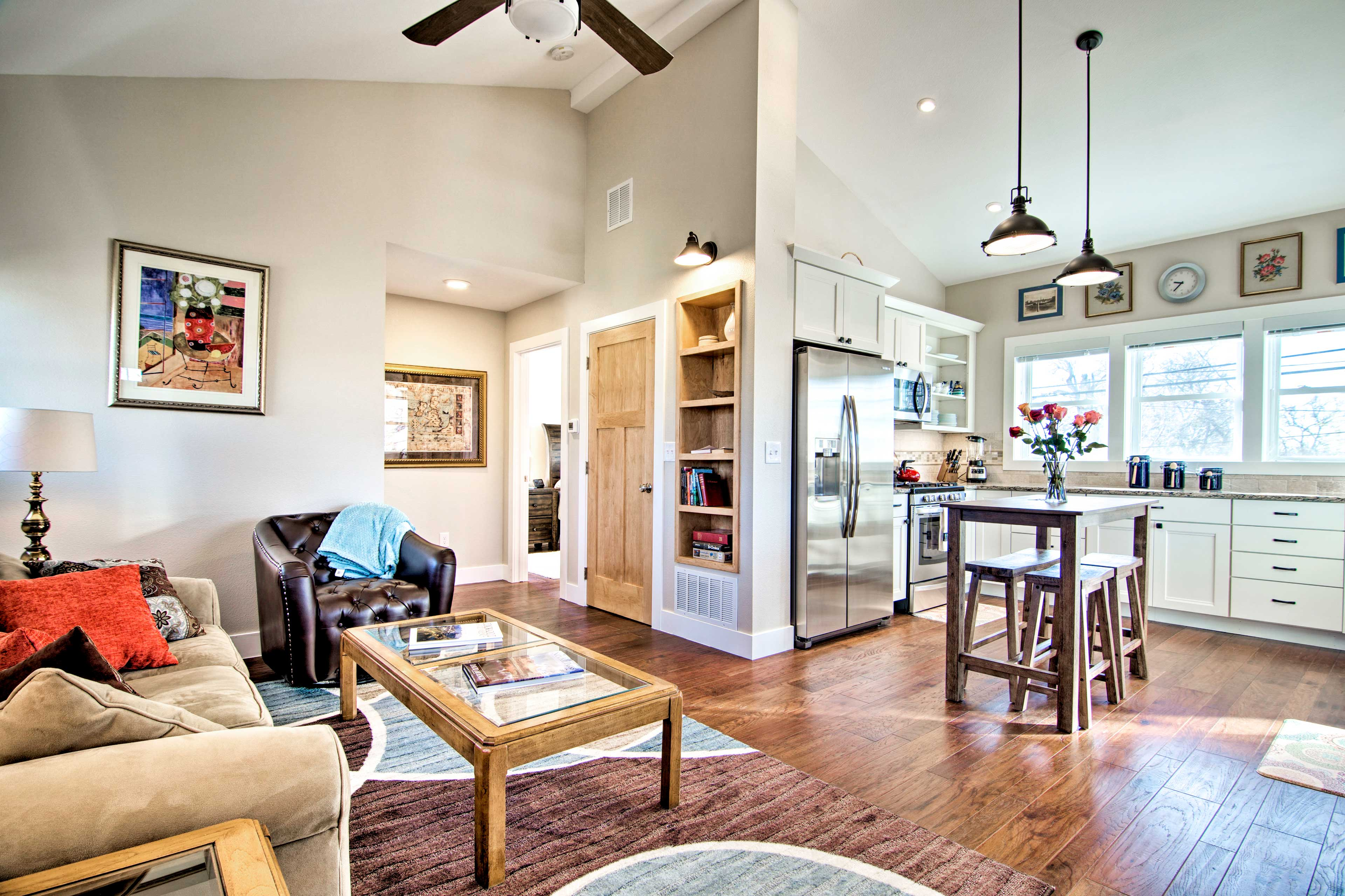 This Lafayette vacation rental apartment offers all the comforts of home!