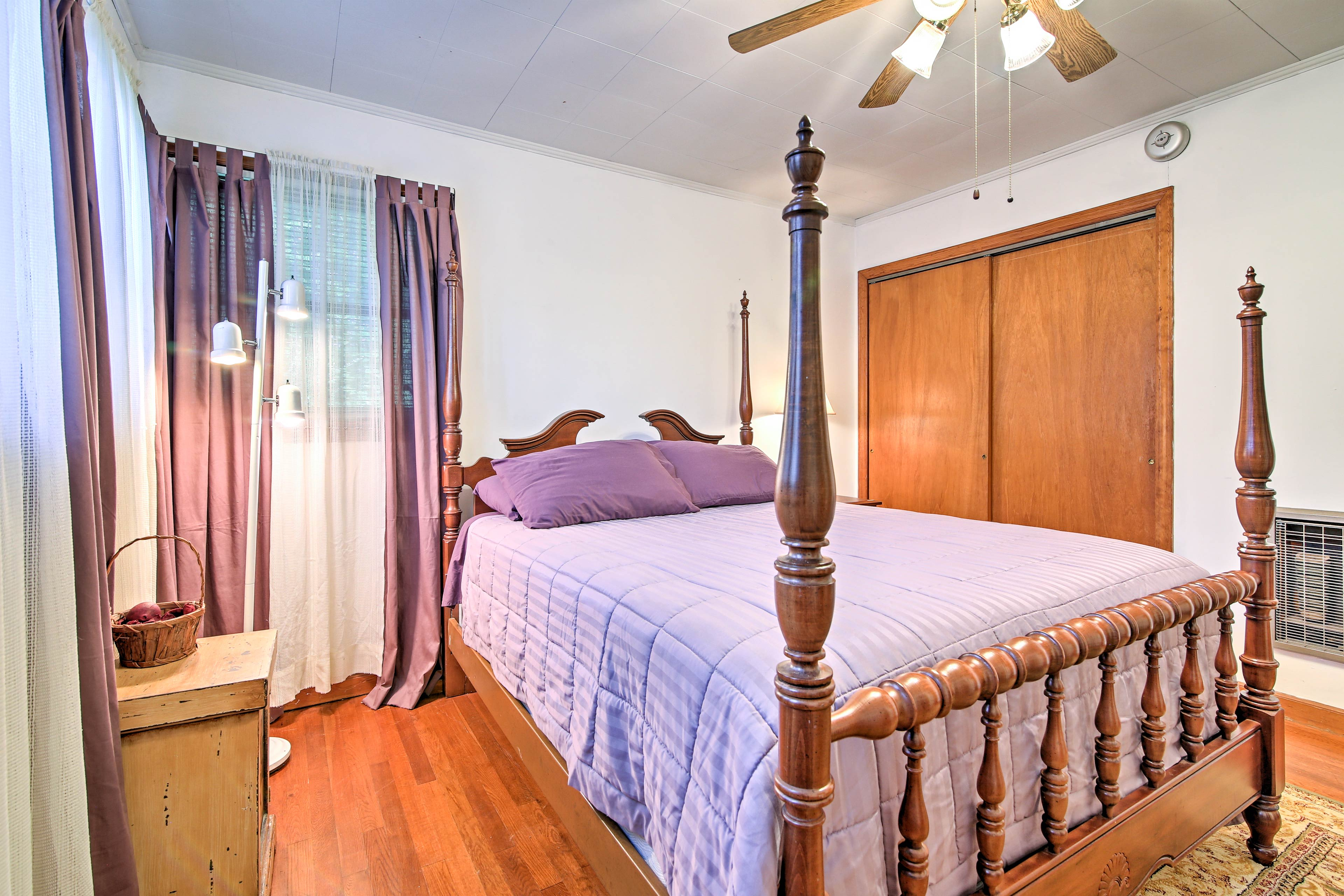 This second bedroom offers a queen bed and 4-poster bed.