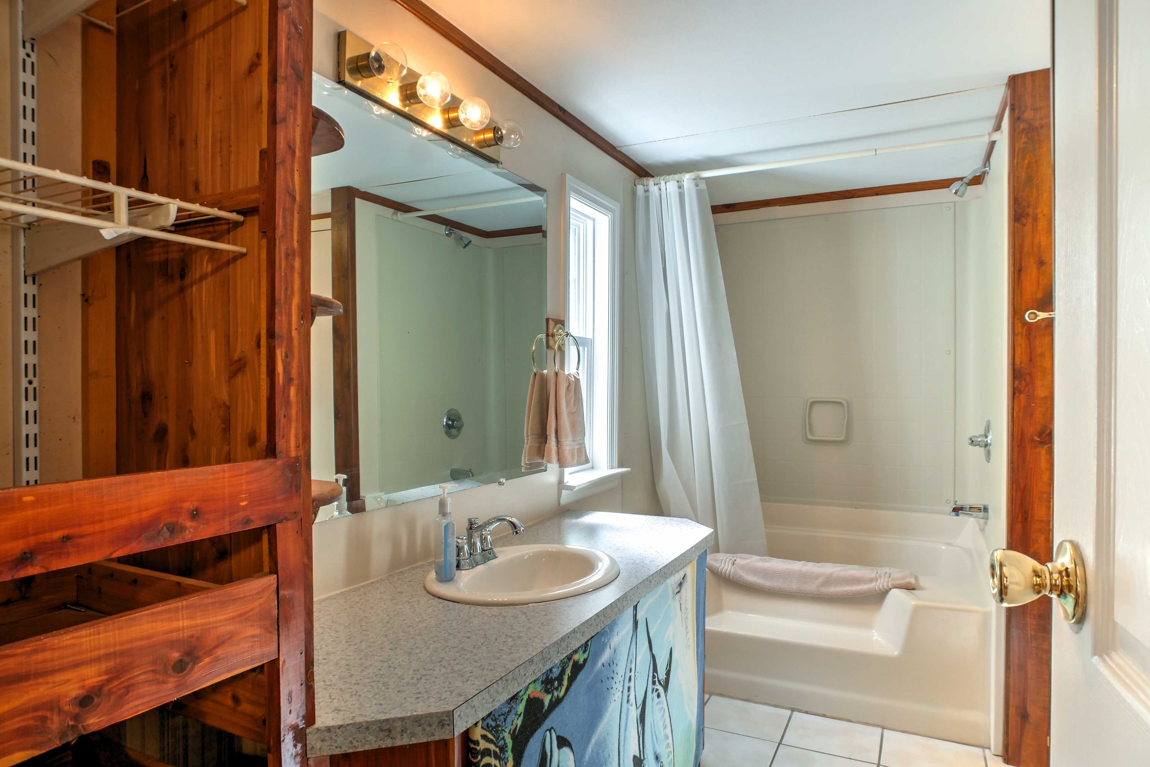 The second full bathroom hosts a shower/tub combo.