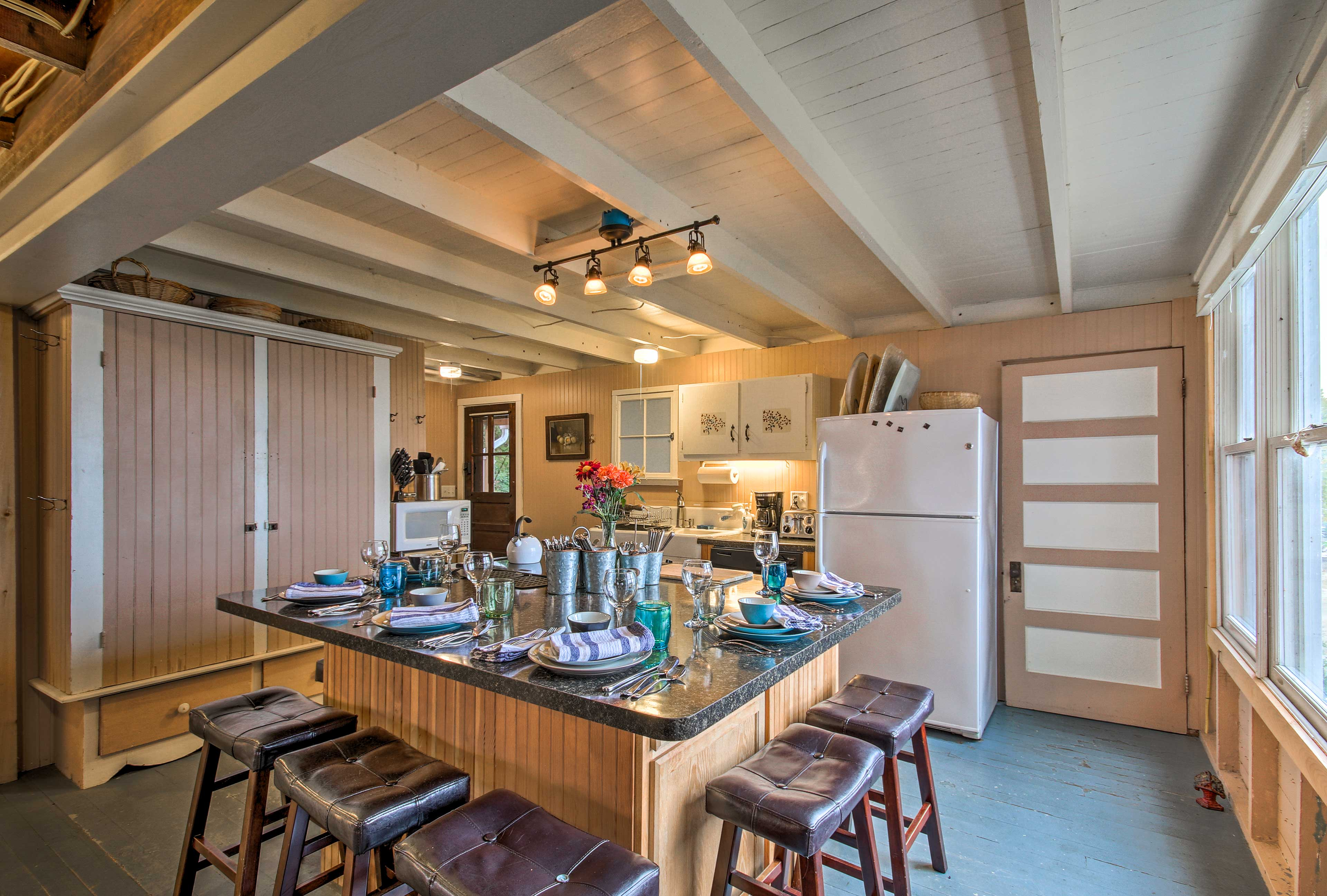 Grab a seat at this large eat-around island for breakfast or a quick snack.