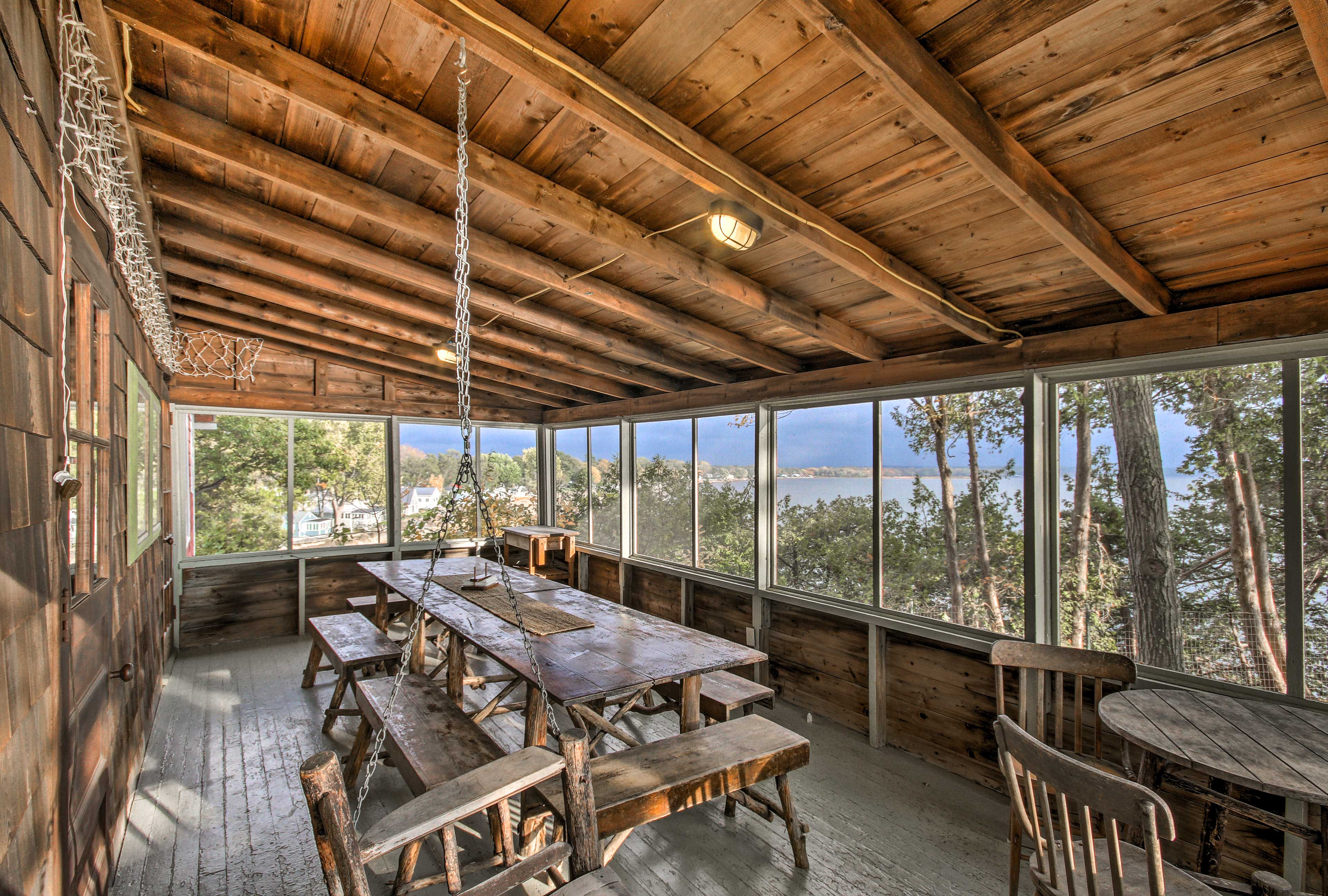 Treat the group to delicious feasts & incredible views on the screened-in porch
