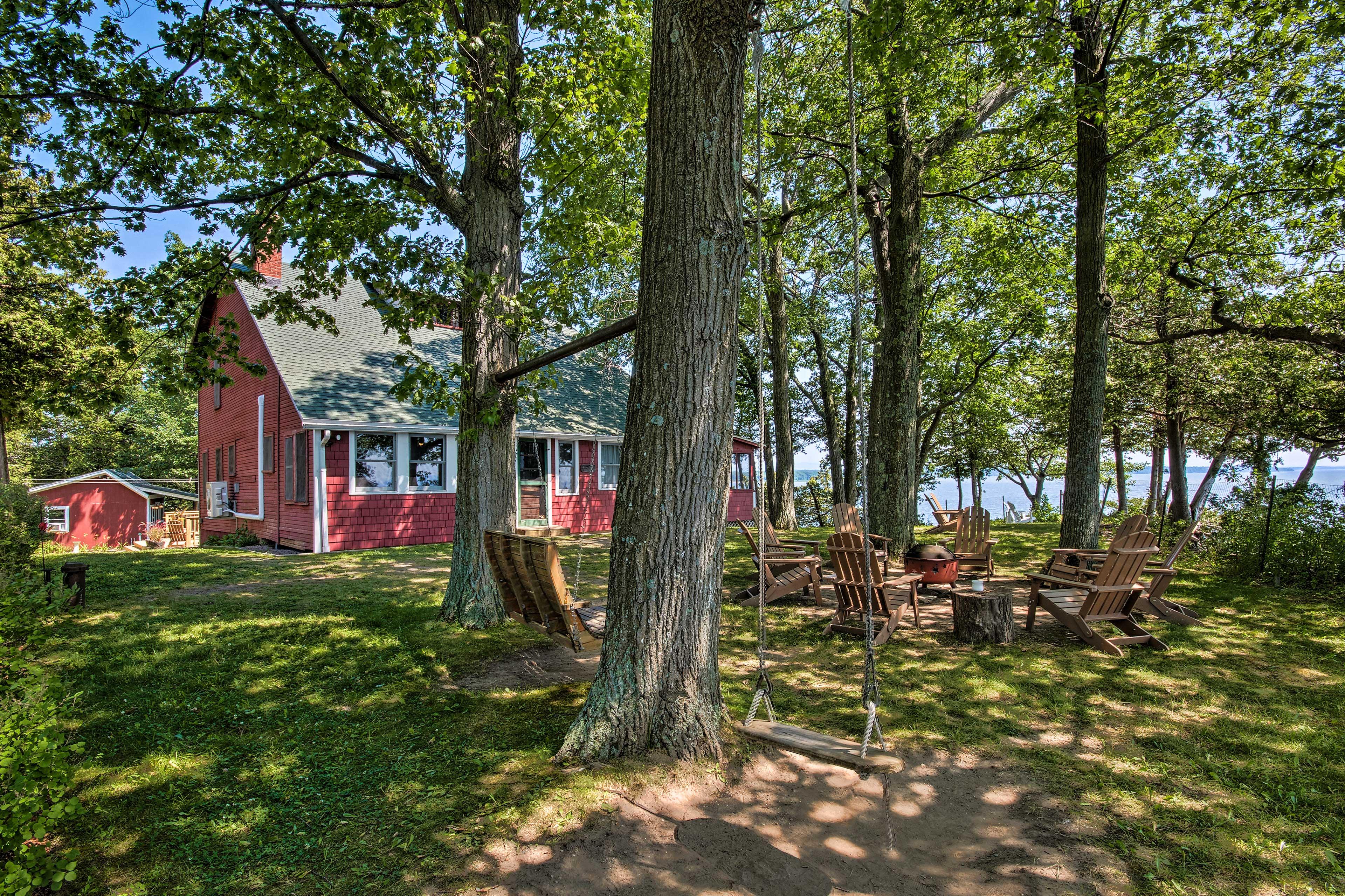 Rustic Lake House on Lake Champlain's Barney Point!