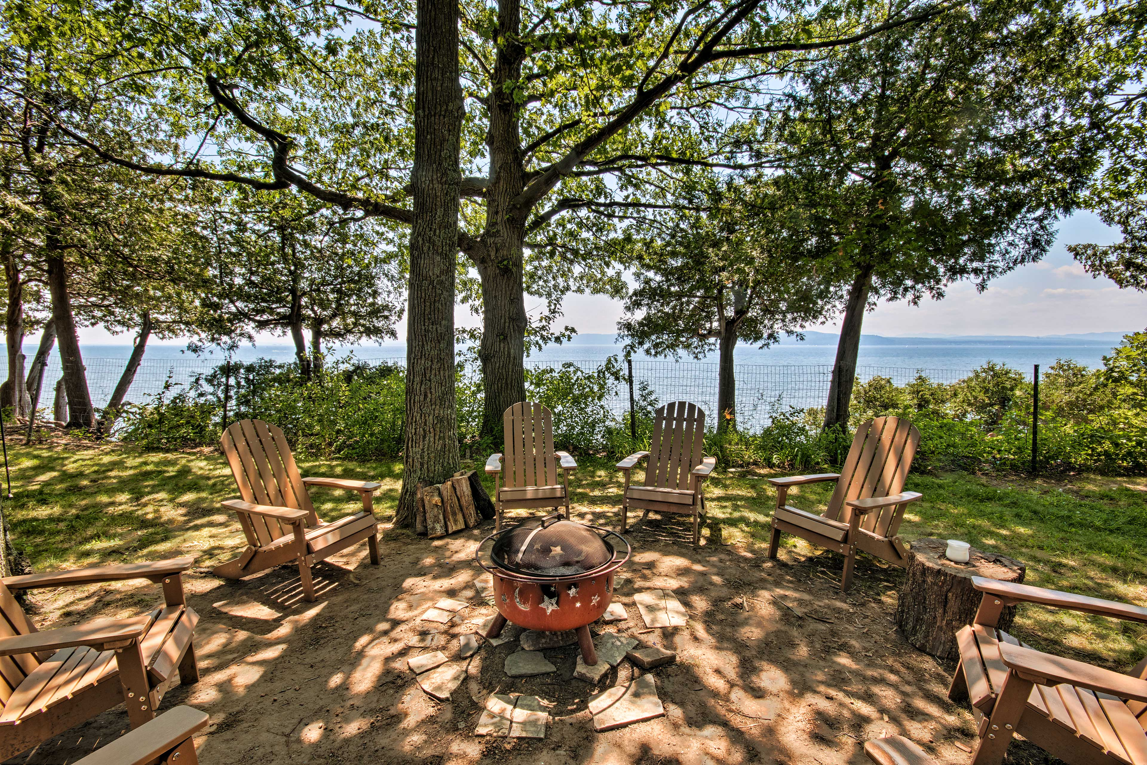 Enjoy conversation and spectacular views from around the fire pit!