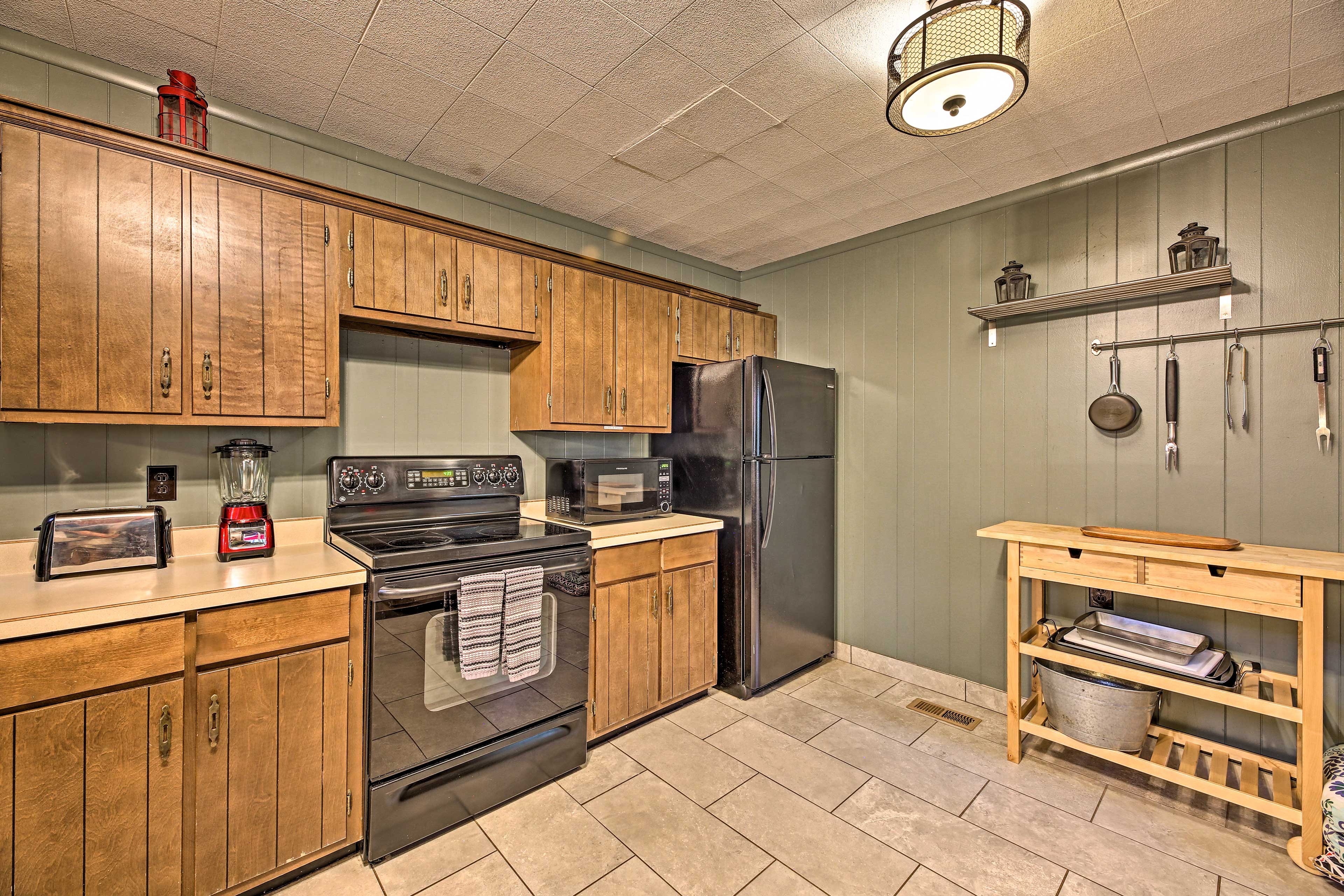 Kitchen | Well-Equipped | Cooking Basics | Toaster | Blender