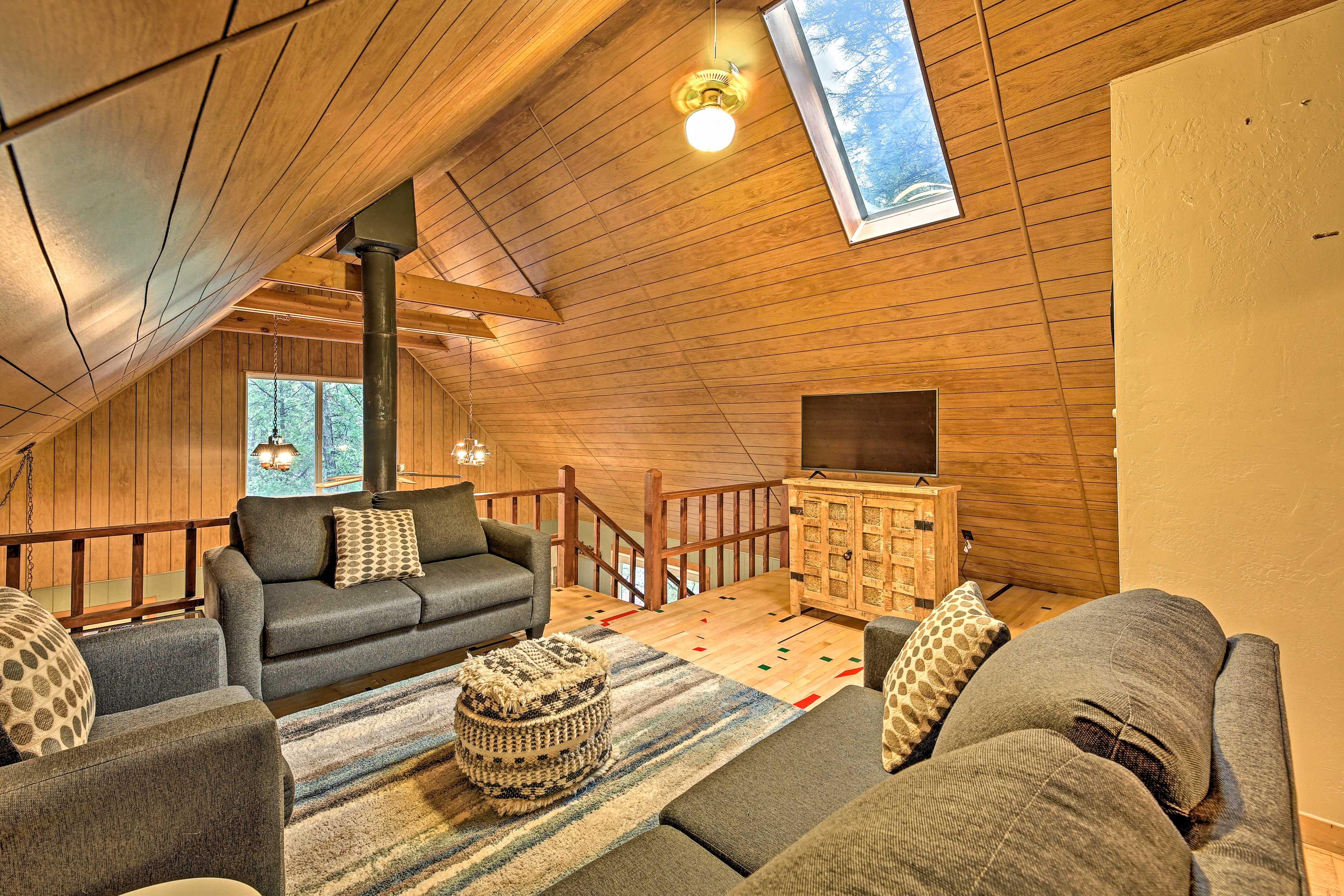 Loft | Second Living Room | 2 Smart TVs