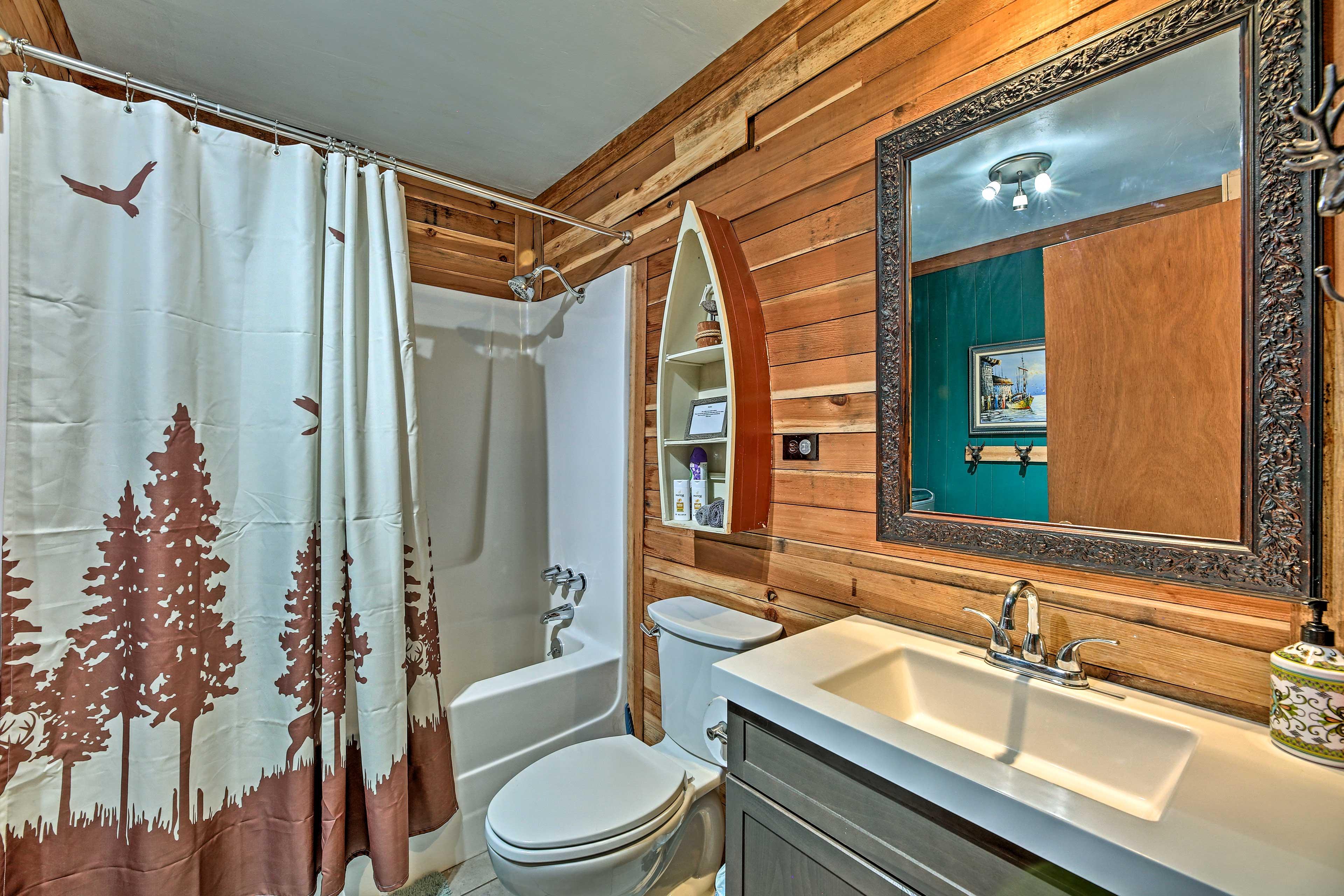 Bathroom | Towels Provided | Complimentary Toiletries | Hair Dryer