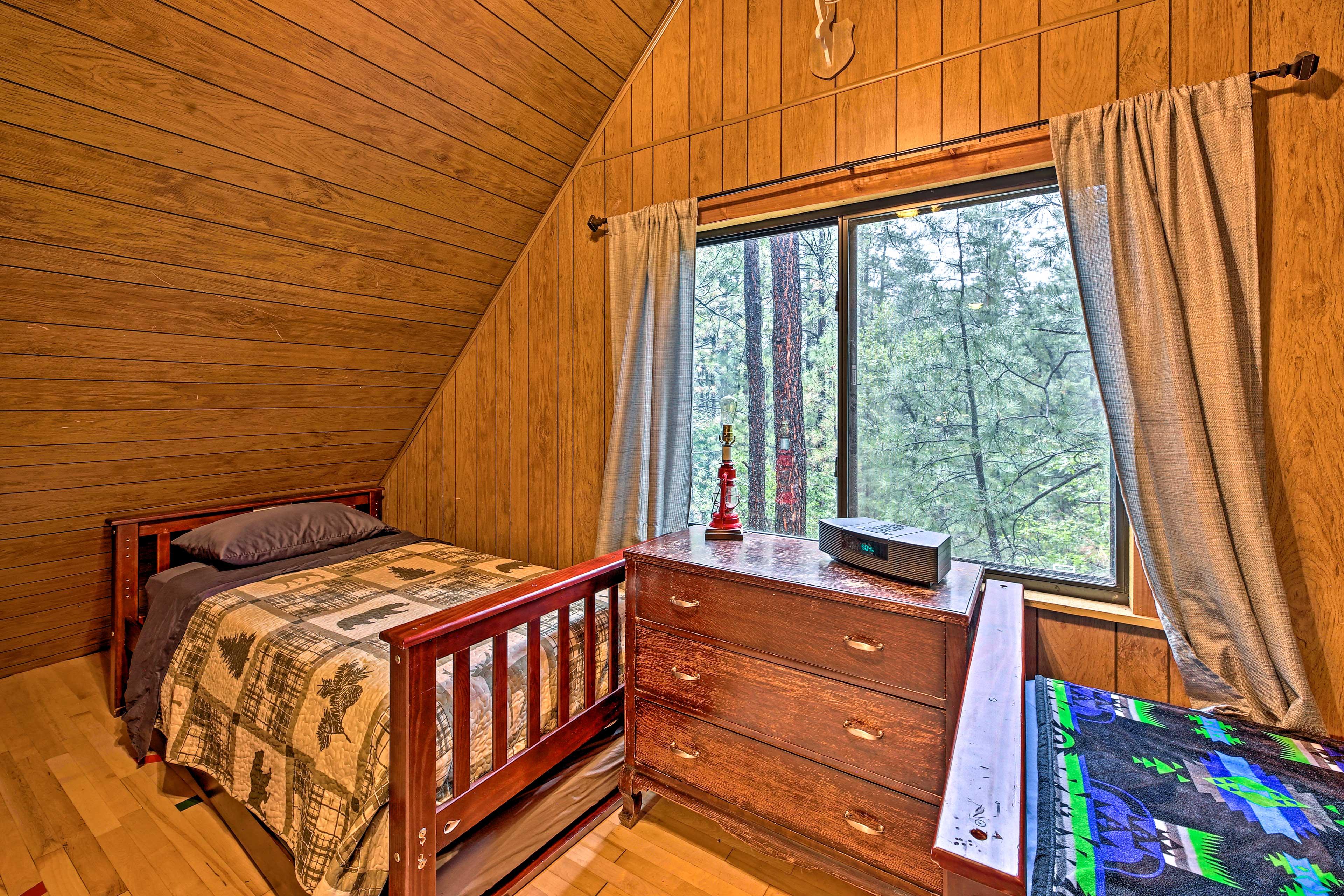 Bedroom 3 | 2 Twin Beds | 2nd Floor