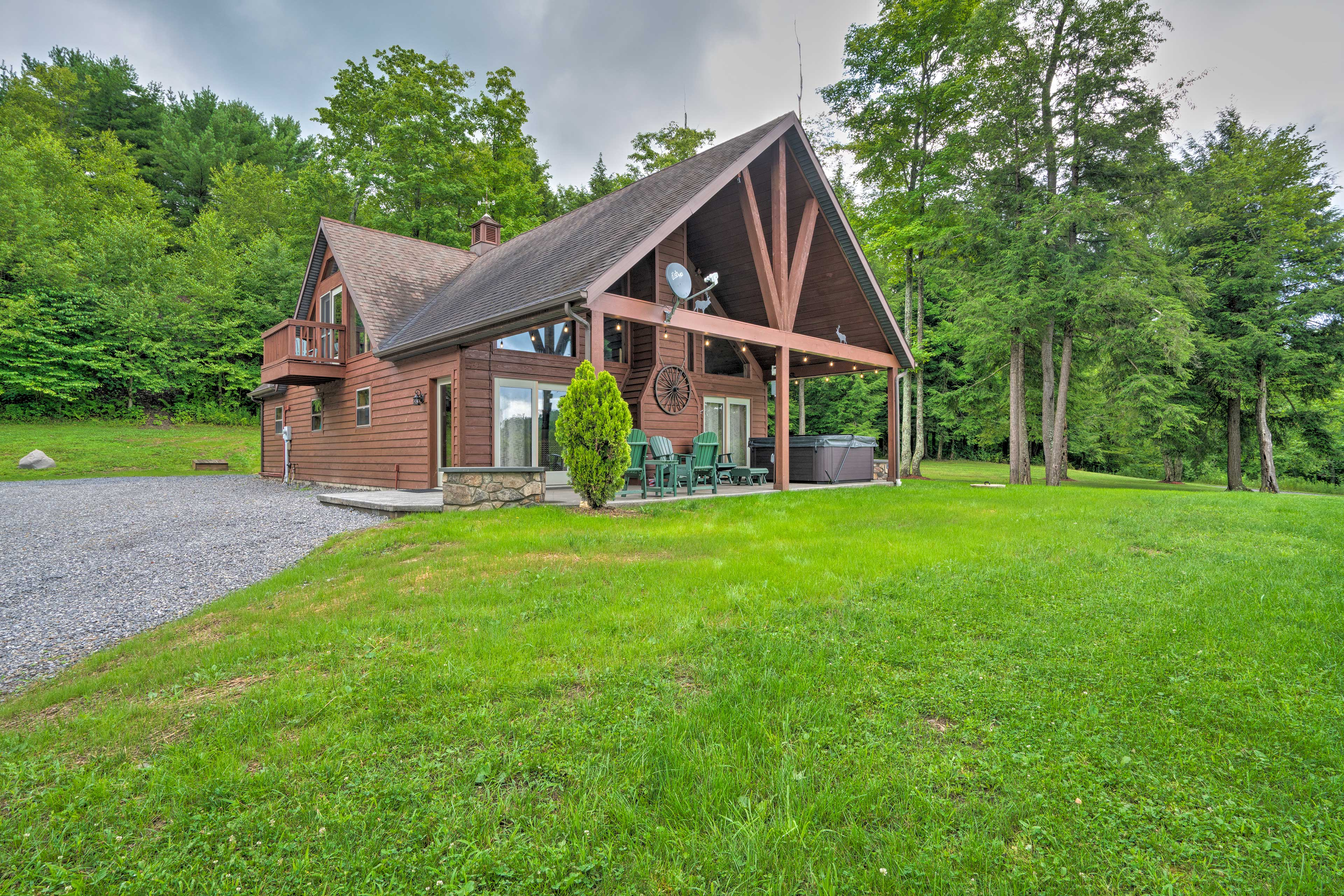 'Elk Terrace Lodge' has a hot tub and sits on over 3 acres of private land.