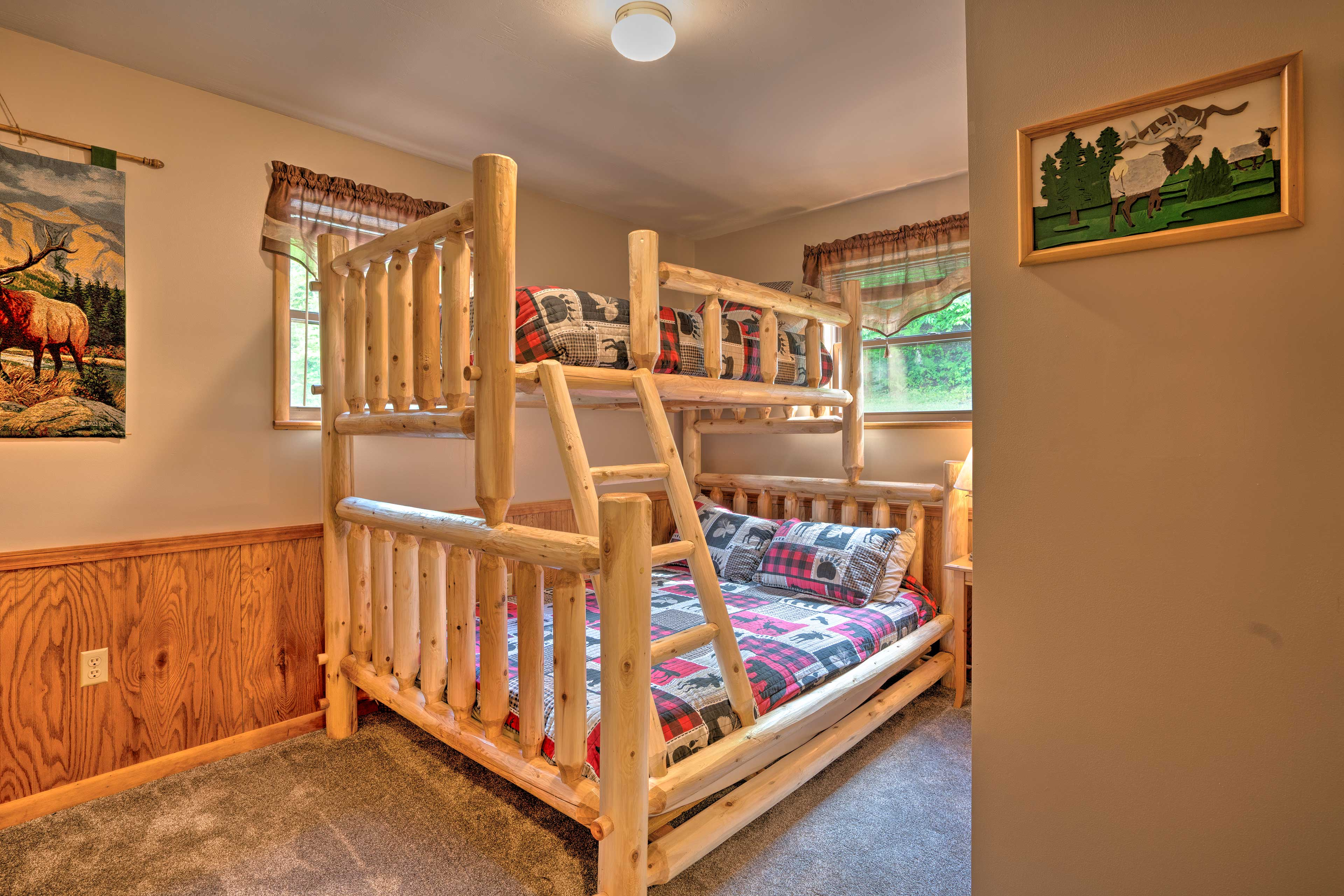 This is the perfect room for kids with its twin/queen bunk bed.