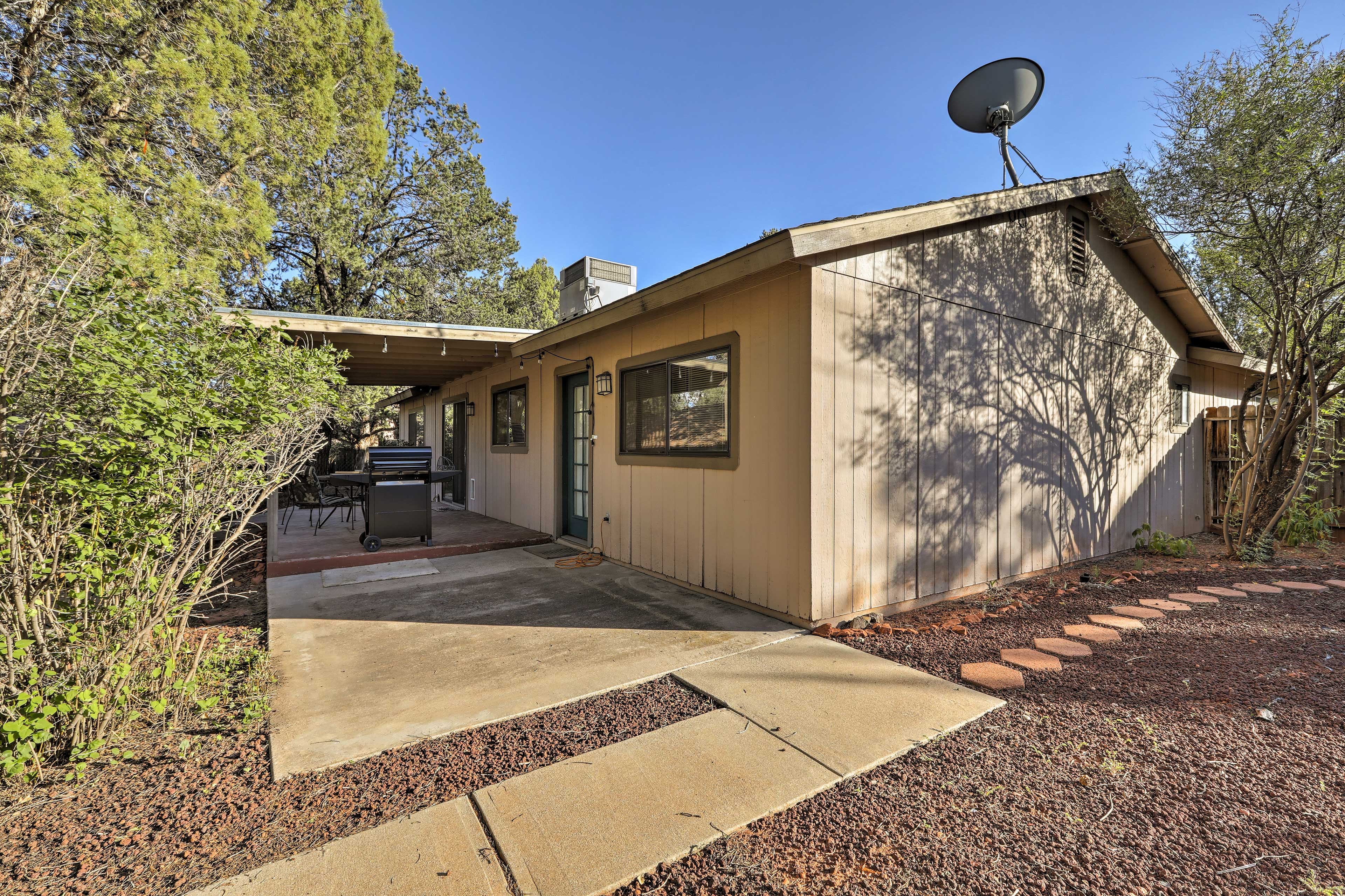 This home for 6 is ideally located minutes from Old Town Sedona.