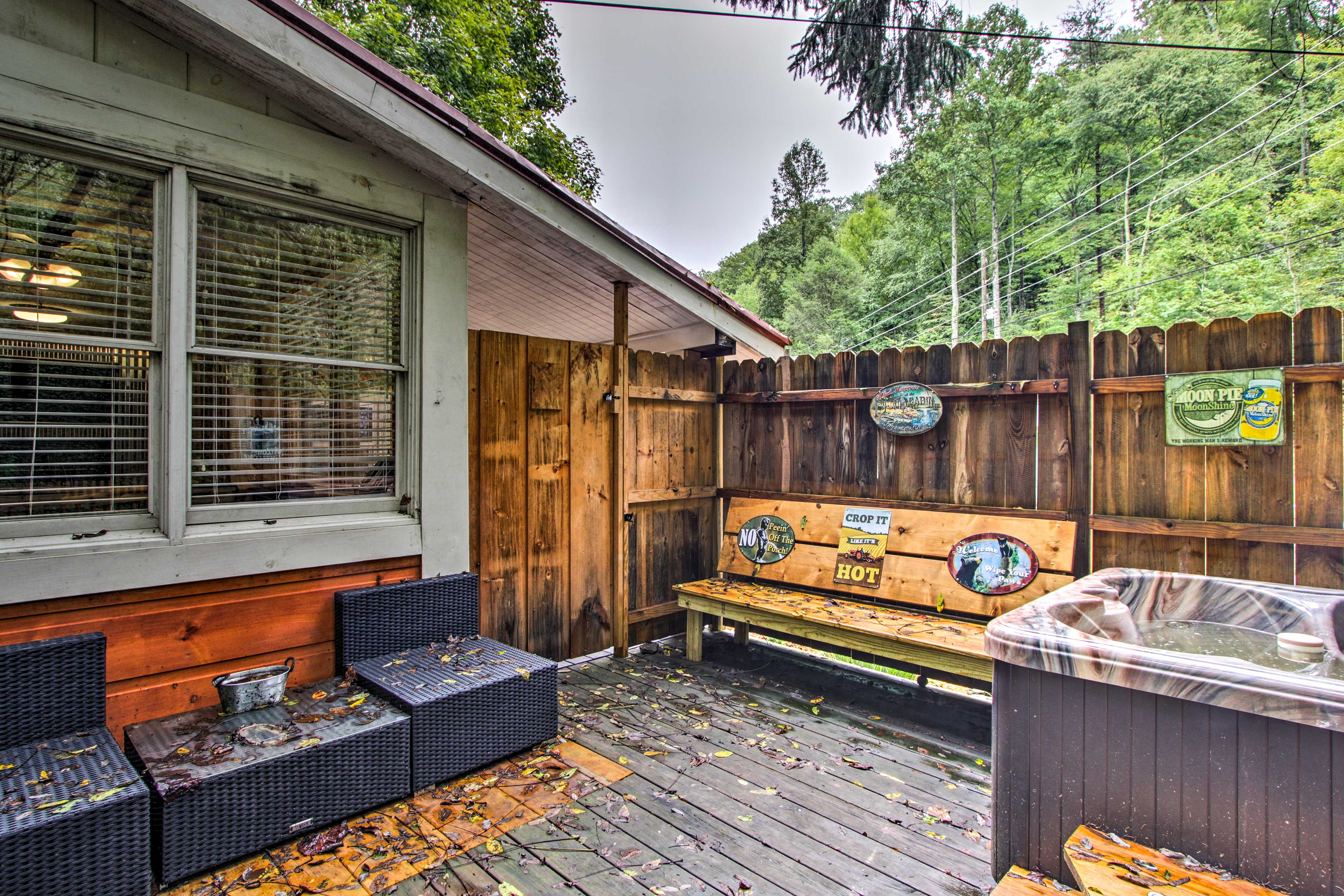 With a hot tub and a prime location, this Gatlinburg home is 5-star.