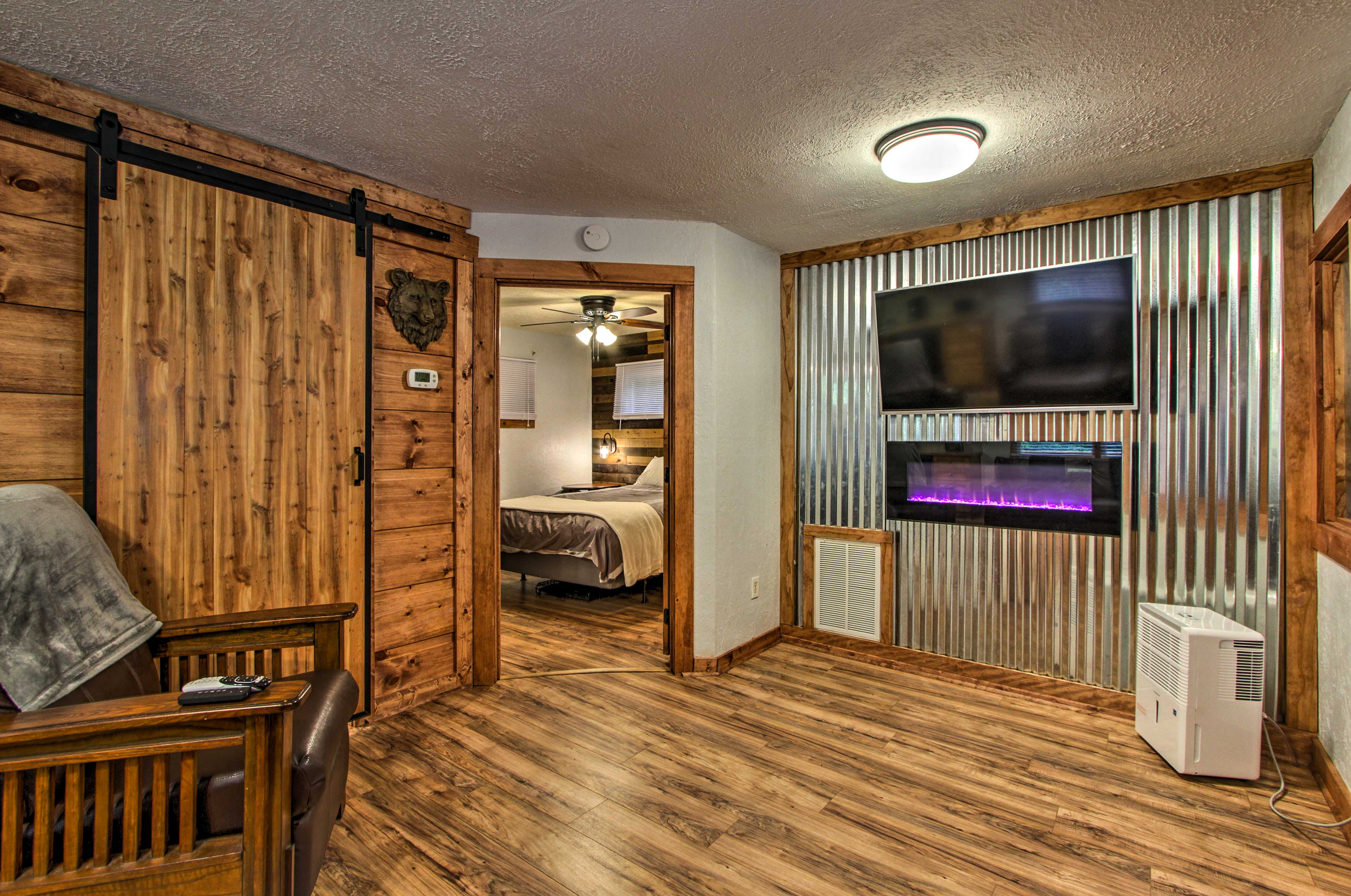 Relax in the living room and watch the flat-screen satellite TV.