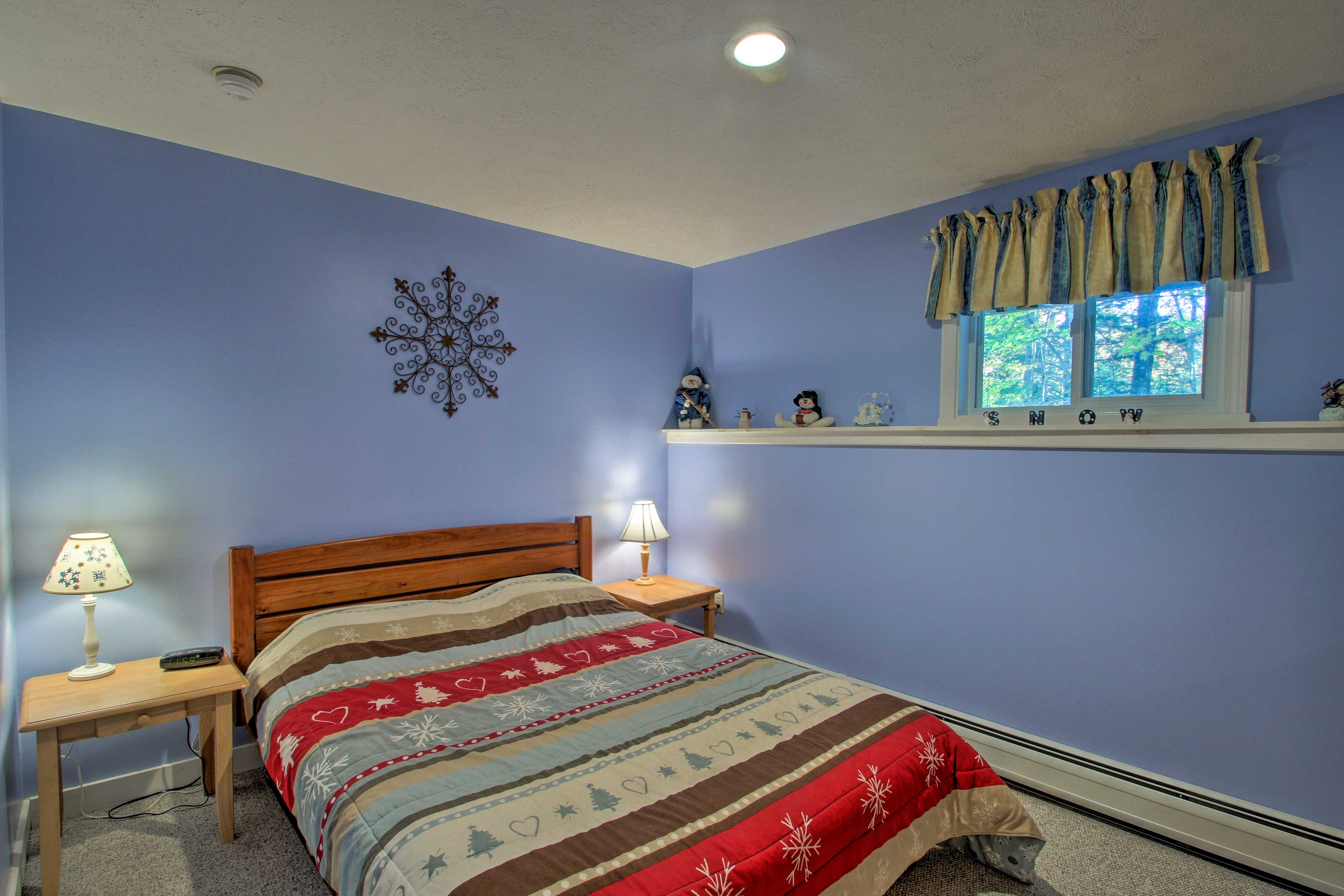 Wake up feeling refreshed after a good night's sleep in this queen bed.