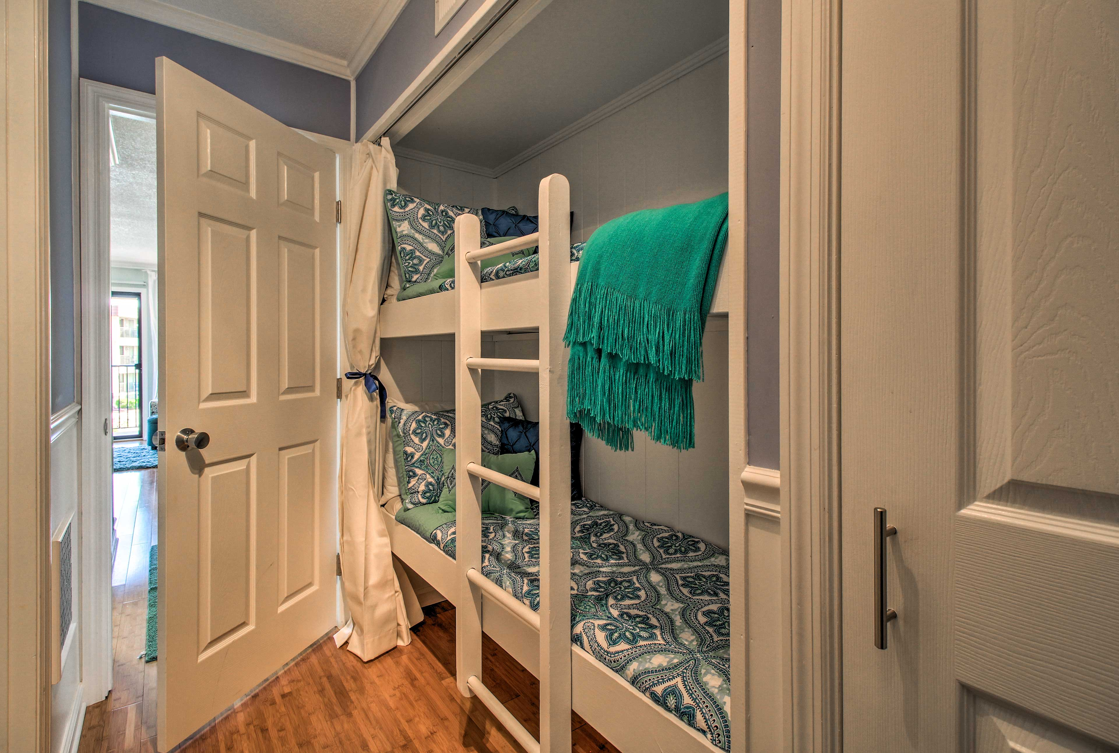 2 children will comfortably sleep in the twin-over-twin bunk bed.