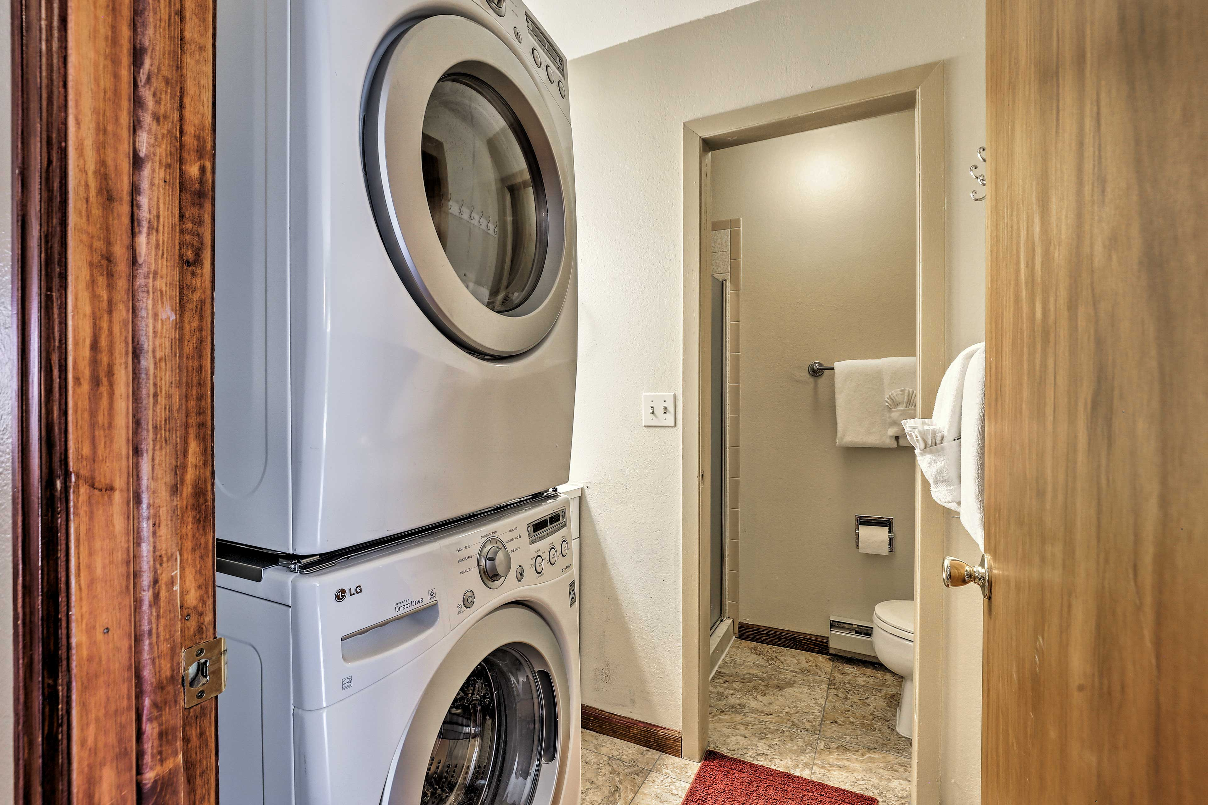 Freshen up your hiking gear with in-unit laundry machines.