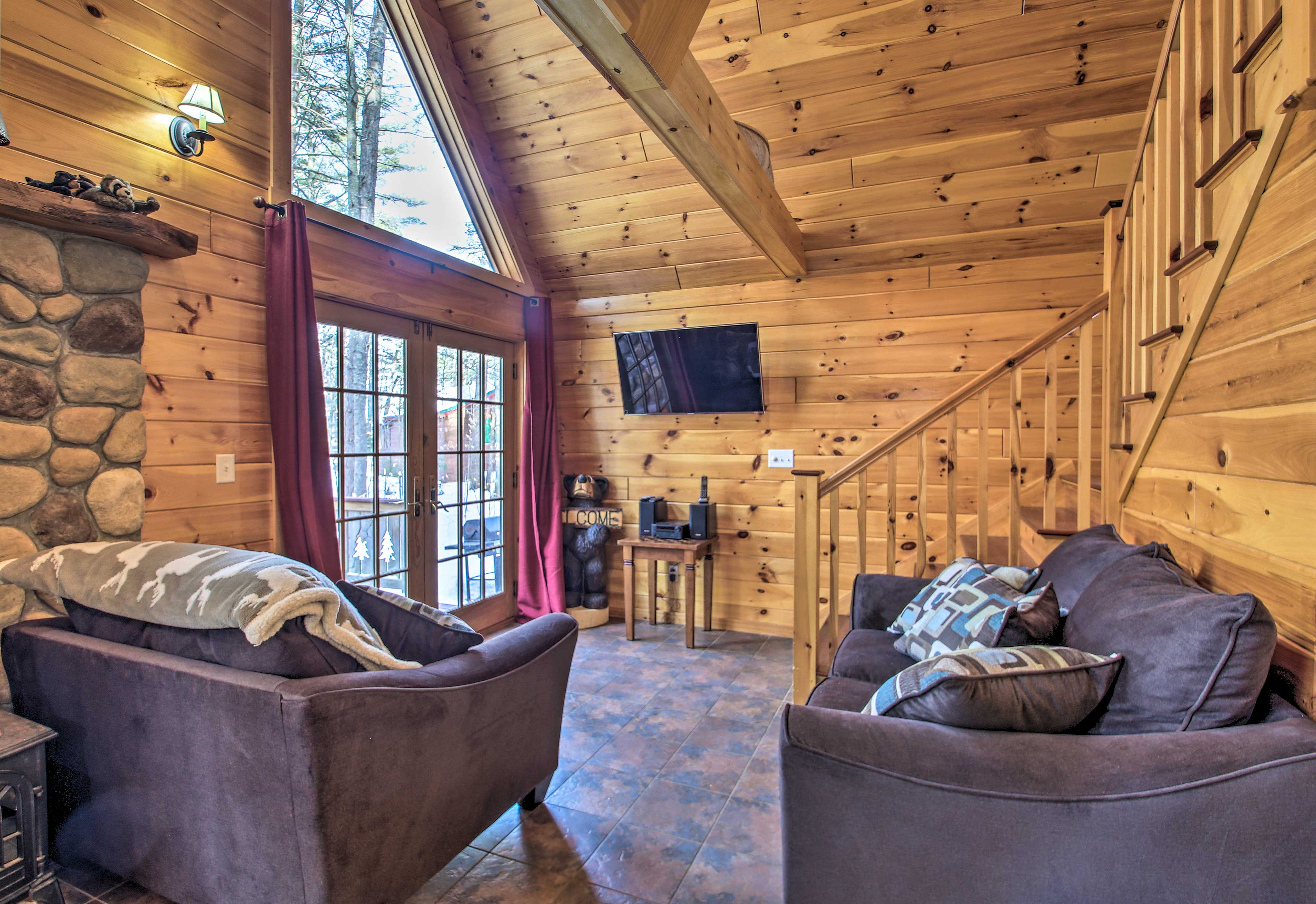 Relax and unwind in the spacious living area, with a wood-burning stove & TV!
